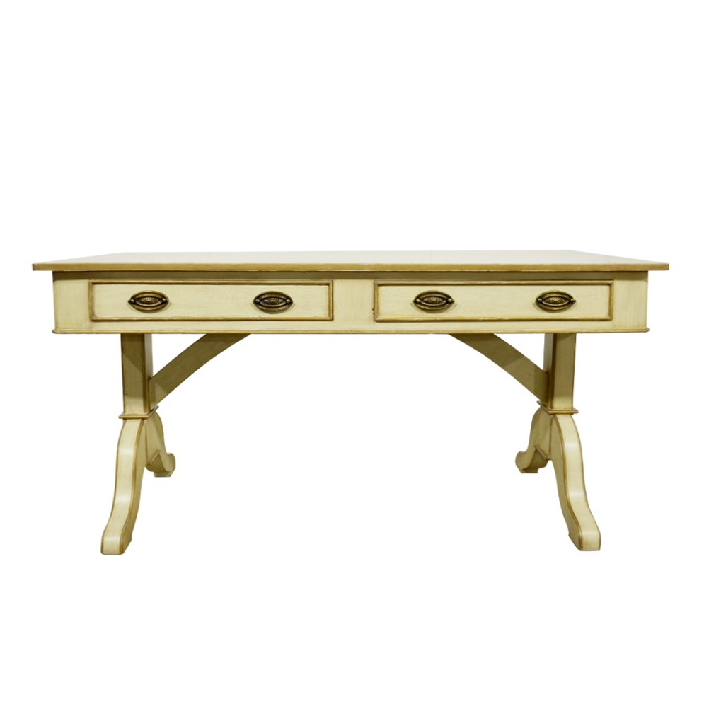 Стол письменный DarcyПисьменные столы<br>Бренд Gramercy создает винтажную мебель, которая находится во внутренней гармонии с ее обладателем. Письменный стол&amp;amp;nbsp;&amp;quot;Darcy&amp;quot; &amp;amp;nbsp;не лишен исторического размаха. Массивные ножки словно колонны держат столь же самодержавную столешницу. В отделке используется натуральный выбеленный дуб с элементами позолоты. Два выкатных ящика декорированы ручками под латунь. Этот стол в английском стиле заслуживает лучшее место в рабочем кабинете или библиотеке.<br><br>Material: Дуб<br>Ширина см: 155<br>Глубина см: 71