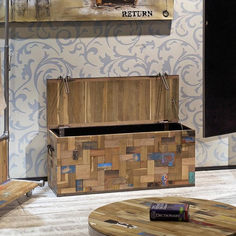 Сундук Ferum 100Старинные сундуки<br>Сундук выполнен в немного неожиданной для древесины технике пэчворк. Он украшен кусочками дерева разного цвета, формы и неповторимого рисунка. Брутальные петли замка и металлическая крышка уравновешивают пестроту стенок сундука.<br><br>Мебельная компания Teak House выпускает стильную, винтажную мебель из массива тика. Компания старается сохранить неповторимую фактуру, красоту и жизненную силу натуральной поверхности дерева, подчеркнуть ее удивительный и уникальный рисунок, созданный самой природой.<br><br>Material: Тик<br>Length см: None<br>Width см: 100.0<br>Depth см: 35.0<br>Height см: 43.0<br>Diameter см: None