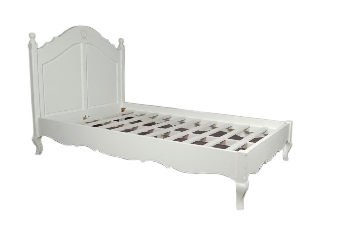 Кровать детская ПровансПодростковые кровати<br>http://www.the-furnish.ru/shop/mebel/detskie-krovati/podrostkovye-krovati/9833-krovat-detskaya-provans<br>Детская кровать во французском стиле для настоящих девочек. В изголовье кровати небольшой нежный узор, который прекрасно сочетается с резной формой каркаса.<br><br>Material: Дерево<br>Length см: 200<br>Width см: 120