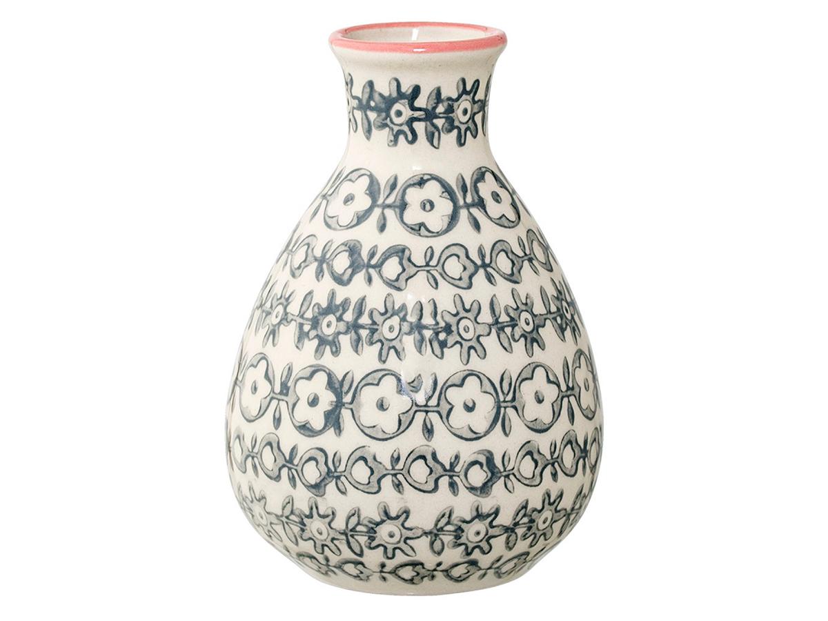 Ваза JarВазы<br>Оригинальная ваза Bloomingville, изготовленная для изысканных интерьеров, создает неповторимый стиль вашего дома. Скандинавский дизайн, оттеняющий теплые тона в обстановке, вносит свежий штрих в общую гамму. Обтекаемые формы сосуда гармонично сочетаются с букетами из живых цветов или сухих декоративных растений. В зависимости от времени года вы можете составлять различные композиции, придавая комнатному интерьеру новый вид.<br><br>Material: Керамика