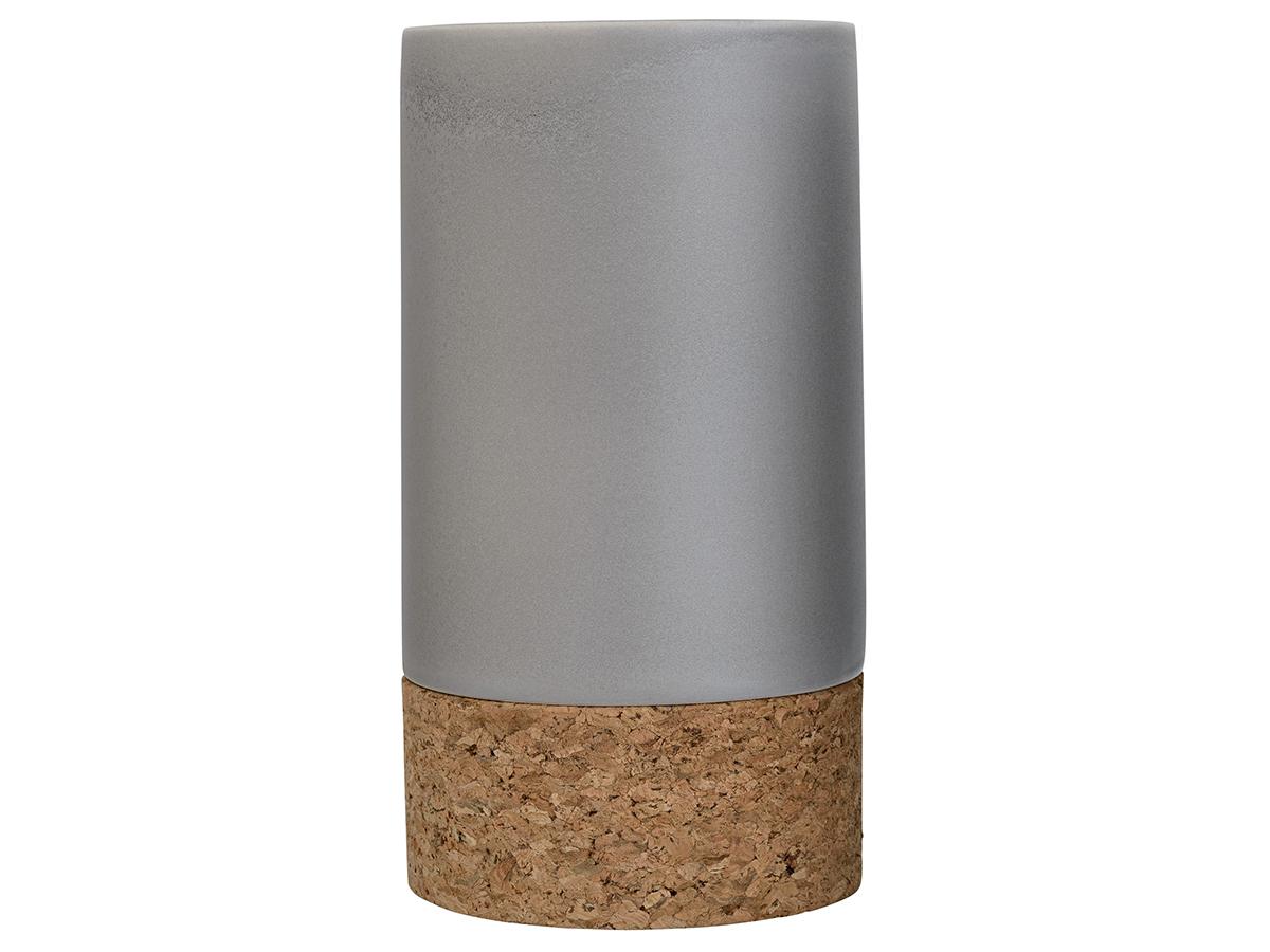 Ваза ScandiВазы<br>Небольшая декоративная ваза Bloomingville, сделанная из керамогранита и натурального материала – пробки, – изысканный образец датского дизайна. В ней любая веточка или цветок будет смотреться естественно и гармонично. Появление такого предмета в обстановке преобразит ее, сделает уютнее. Ваза достаточно устойчива, но легка, поэтому ее можно поставить даже на стеклянную столешницу. Замечательно вписывается в современный интерьер.&amp;lt;div&amp;gt;&amp;lt;br&amp;gt;&amp;lt;/div&amp;gt;&amp;lt;div&amp;gt;Материал: керамогранит&amp;lt;br&amp;gt;&amp;lt;/div&amp;gt;<br><br>Material: Керамика<br>Высота см: 24.0