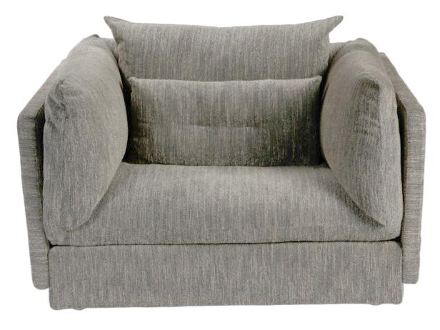 Кресло SeattleИнтерьерные кресла<br>Массивные и внушительные, Seattle могут занять заметное место в геометрии зала загородного дома или просторной гостиной городской квартиры. Вы можете выбрать цвет обивки по своему вкусу и сочетать их с богатой деталями эклектикой, строгим классицизмом или технологичным минимализмом – это не изменит задуманного дизайнерами комфорта. Мягкие детали скрывают добротно выполненный жесткий каркас, а современные материалы позволят этим креслам надолго задержаться в Вашем доме.<br><br>Material: Текстиль<br>Ширина см: 115<br>Высота см: 75<br>Глубина см: 99