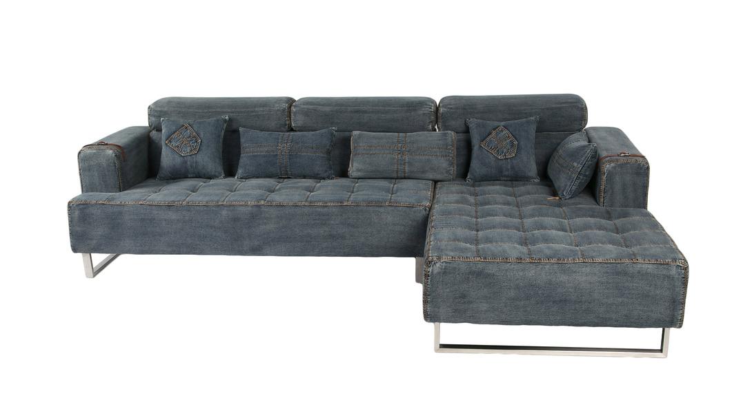 Диван CHAISEУгловые диваны<br>Джинсовый диван смотрится очень колоритно: строчка, как на настоящих джинсах, декоративные &amp;quot;кармашки&amp;quot; на подушках. Он может стать центром брутального &amp;quot;мужского интерьера&amp;quot;, на нем можно весело проводить время большой компанией друзей, которые с комфортом разместятся на таком широком диване.<br><br>Material: Джинса<br>Length см: None<br>Width см: 288<br>Depth см: 179<br>Height см: 82<br>Diameter см: None