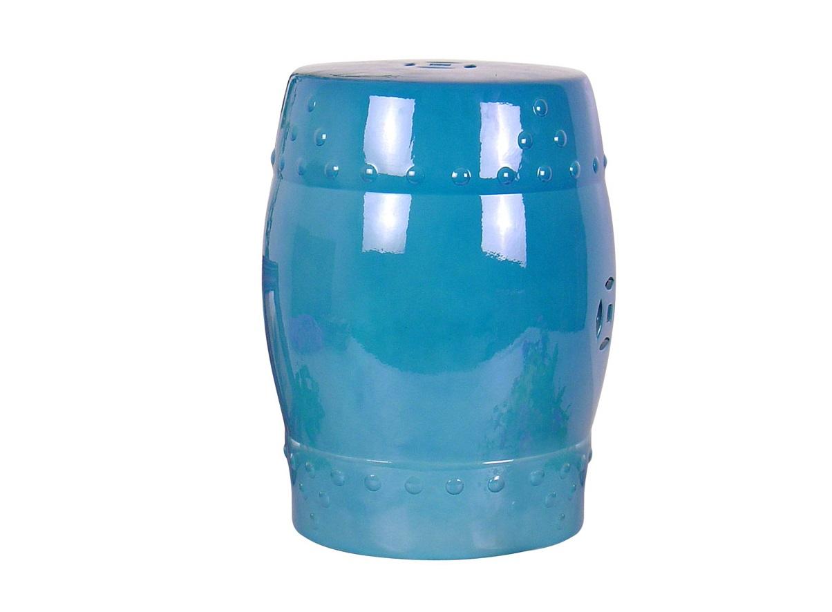 Табурет BlueТабуреты<br>При первом взгляде на Blue в голове рождаются весьма разнообразные ответы на вопрос: «Что это?» Перевёрнутая верх дном ваза? Фарфоровый барабан «там-там»? Концептуальное украшение? По-своему, верны все версии. Но, прежде всего, Blue – это полезный предмет...<br><br>Material: Керамика<br>Высота см: 46