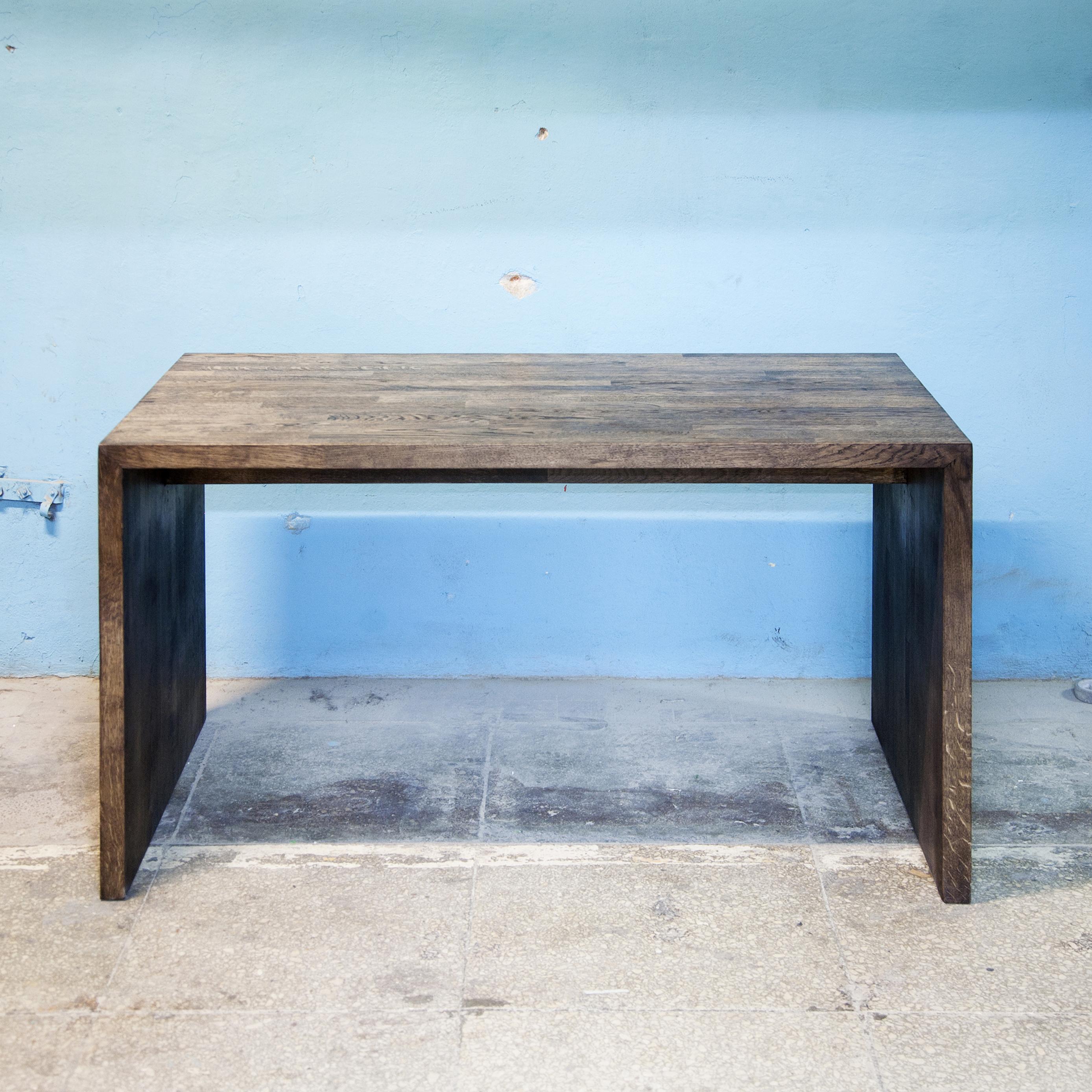 Стол Oak StapleПисьменные столы<br>Материал: дубовый мебельный щит. На основание крепится мебельный войлок.&amp;lt;div&amp;gt;&amp;lt;br&amp;gt;&amp;lt;/div&amp;gt;&amp;lt;div&amp;gt;Возможно изготовление любых размеров, стоимость необходимо уточнять.&amp;lt;/div&amp;gt;&amp;lt;div&amp;gt;Ширина: 90-200 см, глубина: 40-100 см, высота: 25/35/45/55/75 см.&amp;lt;/div&amp;gt;<br><br>Material: Дуб<br>Ширина см: 120<br>Высота см: 45<br>Глубина см: 60