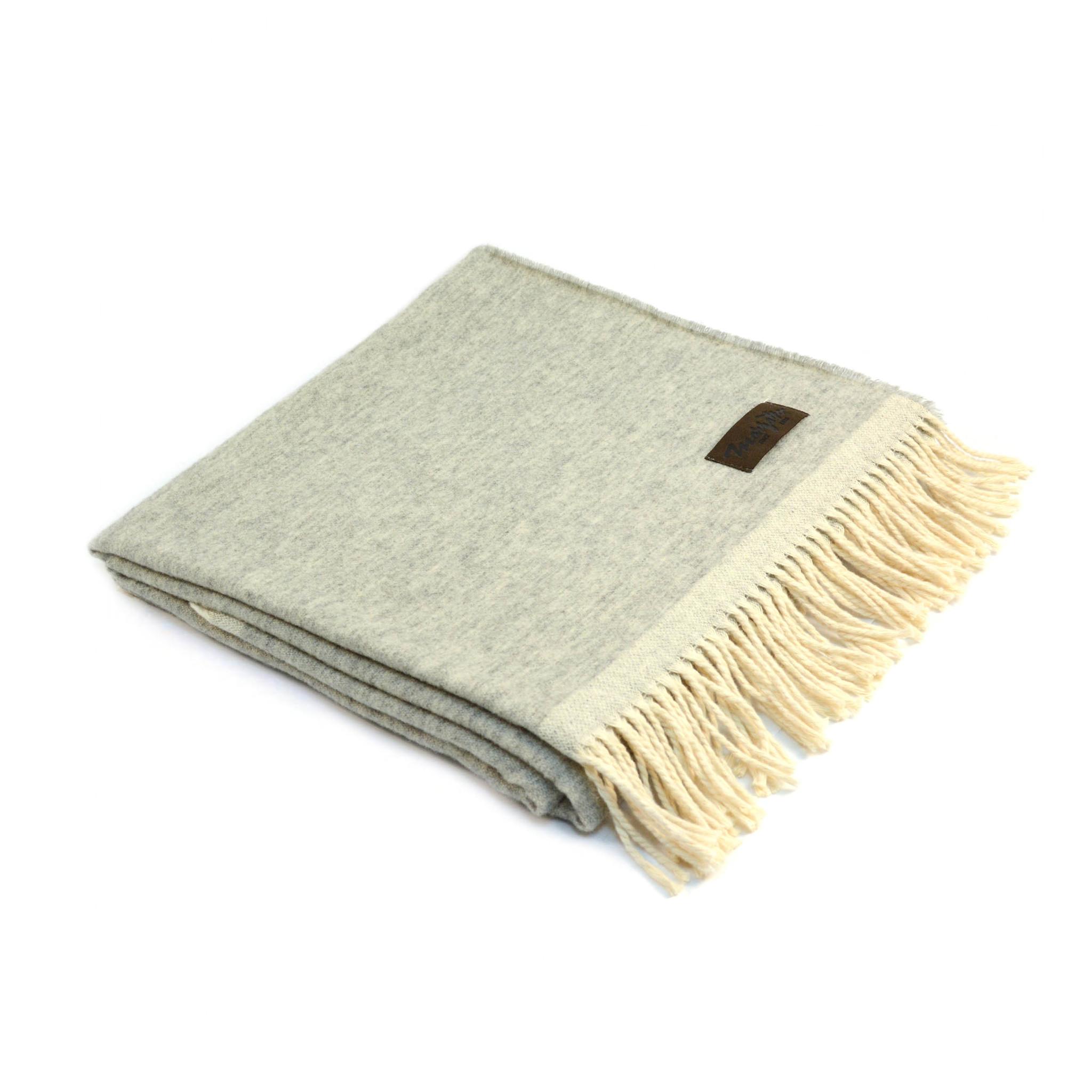 Плед MorfeoШерстяные пледы<br>Мягкий и стильный двусторонний плед, произведённый из материалов превосходного качества, несомненно, станет отличной покупкой для себя или в подарок.<br><br>Material: Шерсть<br>Ширина см: 130.0<br>Высота см: 0.3<br>Глубина см: 180.0
