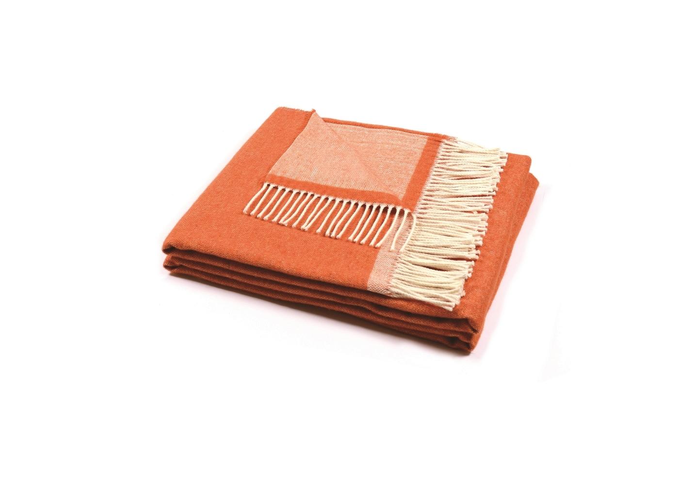 Плед MorfeoШерстяные пледы<br>Мягкий и стильный двусторонний плед, произведённый из материалов превосходного качества, несомненно, станет отличной покупкой для себя или в подарок.<br><br>Material: Шерсть<br>Ширина см: 130<br>Глубина см: 180
