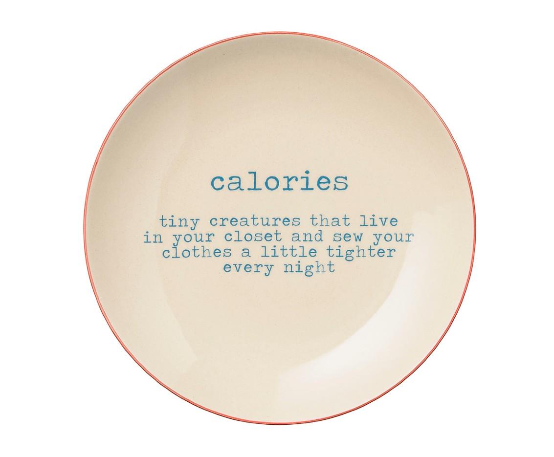 Тарелка CaloriesТарелки<br>Тарелка из керамики с оригинальной надписью от датских дизайнеров добавит настроения на вашей кухне и придется по вкусу для любителей современного или скандинавского стиля в интерьере.<br><br>Material: Керамика