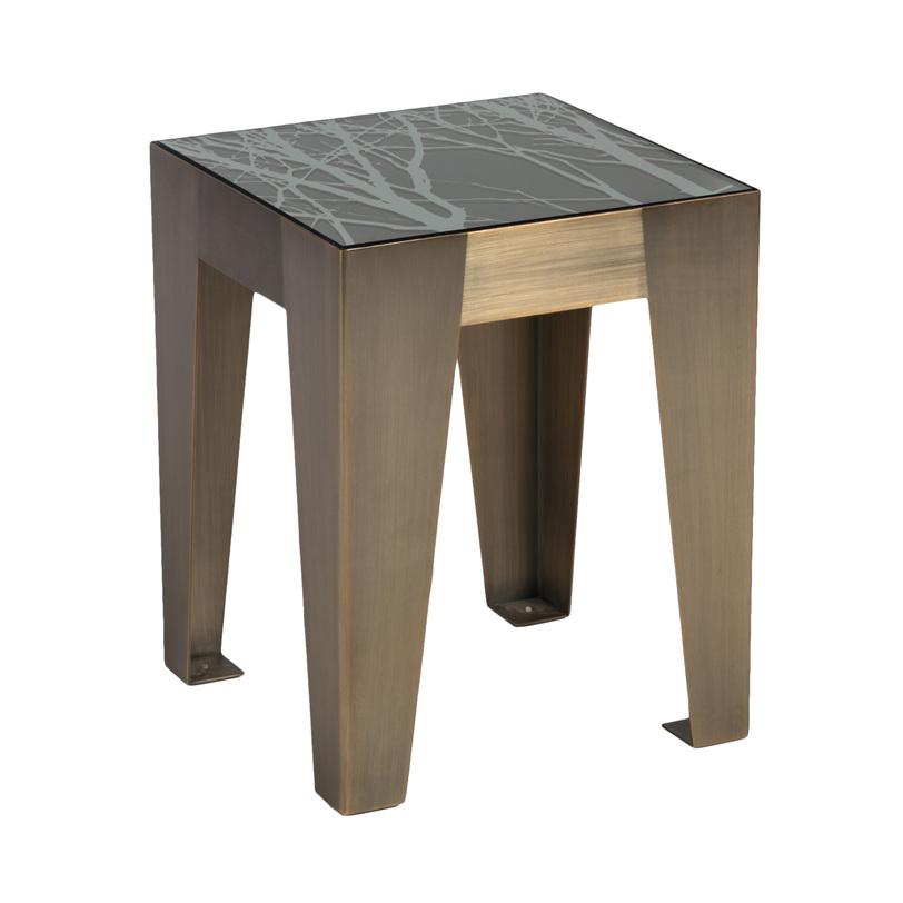 Стол журнальный HermesПриставные столики<br>Оригинальный по дизайну журнальный столик выполнен из металла «под бронзу». Столешница, отделанная тёмным закалённым стеклом, декорированным абстрактным рисунком, смотрится на фоне металла весьма необычно. Общее впечатление – предмет стильный и современный, достойный того, чтобы украсить собой нестандартный интерьер.<br><br>Отделка: Металл/стекло<br><br>Material: Металл<br>Length см: None<br>Width см: 40<br>Depth см: 40<br>Height см: 50