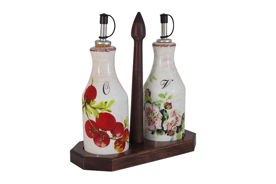 Набор бутылок для специй Овощное ассорти (2шт)Наборы для специй<br>Набор из 2-х бутылок для масла &amp;amp;nbsp;и уксуса на подставке.<br><br>Material: Керамика