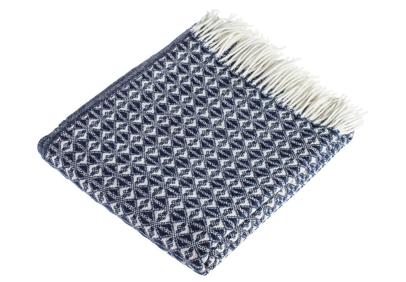 Плед NavyШерстяные пледы<br>Шерстяной плед темно-синего цвета, с красивой текстурой, размер 200х150см. Тонкий и изящный, украсит любой интерьер или станет замечательным подарком!<br><br>Material: Шерсть<br>Ширина см: 150
