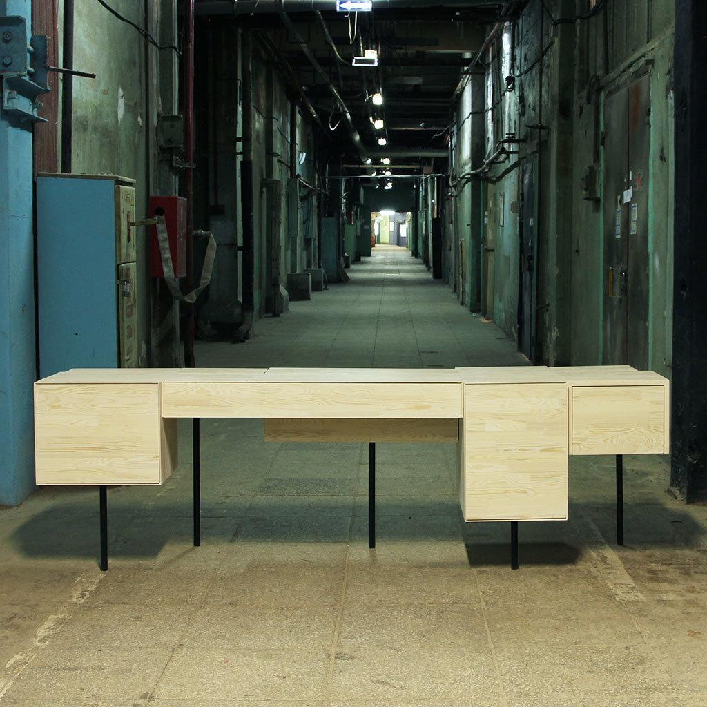 Стол рабочий RobotПисьменные столы<br>Материал: дубовый или сосновый мебельный щит, стальная труба, фурнитура. На основание крепится мебельный войлок.&amp;lt;div&amp;gt;&amp;lt;br&amp;gt;&amp;lt;/div&amp;gt;&amp;lt;div&amp;gt;Возможны различные варианты отделки.&amp;lt;/div&amp;gt;<br><br>Material: Дерево<br>Ширина см: 244<br>Высота см: 75<br>Глубина см: 71