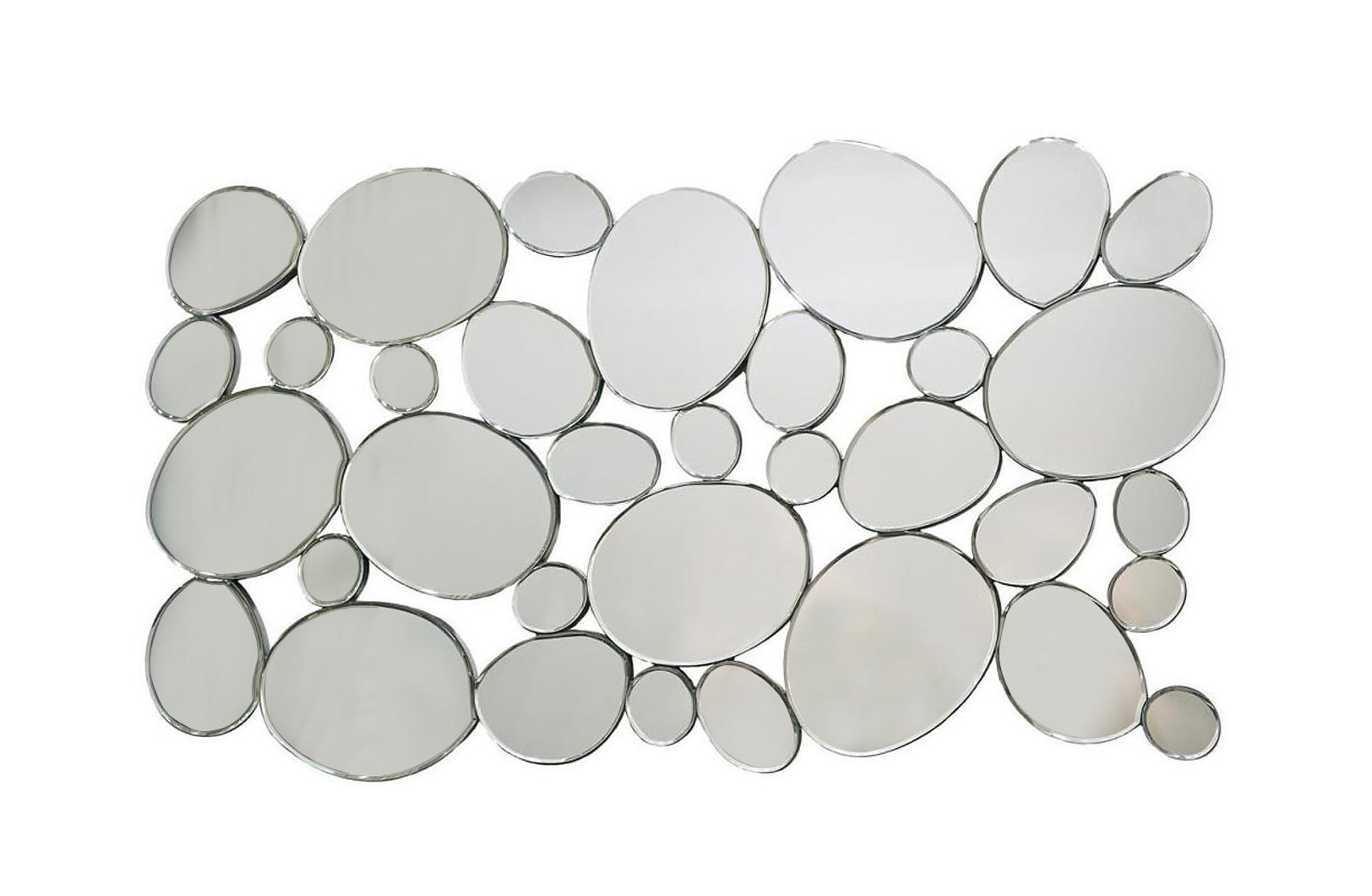 ЗеркалоНастенные зеркала<br>Одно большое зеркало, пусть и в оригинальной раме – кого этим удивишь? Другое дело – множество зеркал разного размера, по форме похожих на речную гальку. Хоть садовую дорожку мости, да прямо на стене! Именно ее и напоминает эта необычная композиция. Как любое зеркало, она визуально расширяет пространство, делает его светлее и гостеприимнее.<br><br>Material: Стекло<br>Ширина см: 76