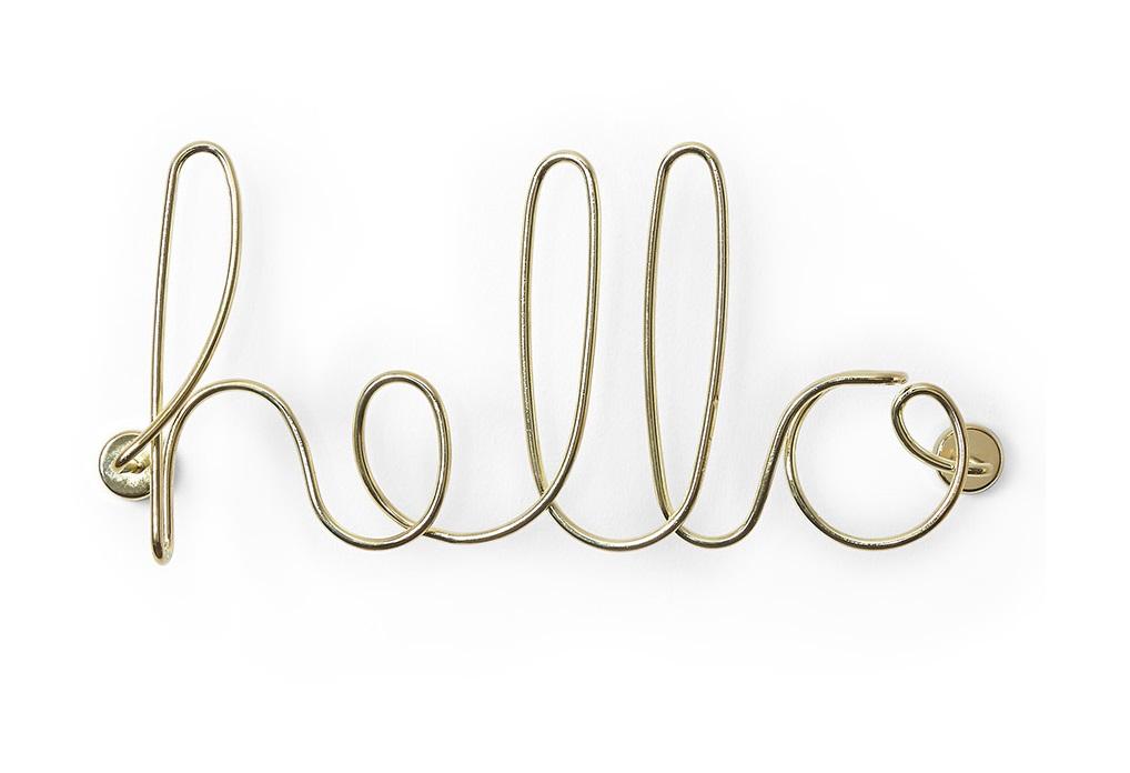 Декор для стен helloДругое<br>Объемная надпись Hello (&amp;quot;Привет&amp;quot;) из стальной проволоки с латунным покрытием ь в стиле неоновых вывесок, которыми усыпаны современные мегаполисы. За счёт объёма и глянцевого металлического покрытия надпись создаёт эффект светотени. Уникальные 3D-декоры для стен — простой способ обновить интерьер, не прибегая к серьёзному ремонту.&amp;amp;nbsp;<br><br>Material: Металл<br>Ширина см: 32<br>Высота см: 14<br>Глубина см: 7