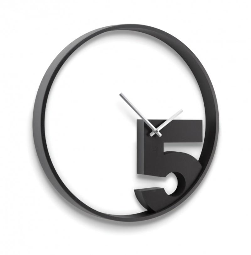 Часы настенные Take 5Настенные часы<br>Для многих людей самым лучшим временем суток являются 5 часов, ведь именно в это время у большинства заканчивается рабочее время. Эти часы можно повесить на рабочем месте, они будут вызывать улыбку каждый раз, когда человек будет смотреть на них. Почему бы не сделать жизнь на работее приятнее. Механизм работает при помощи двух батареек АА.<br><br>Material: Пластик<br>Ширина см: 3<br>Высота см: 52<br>Глубина см: 4