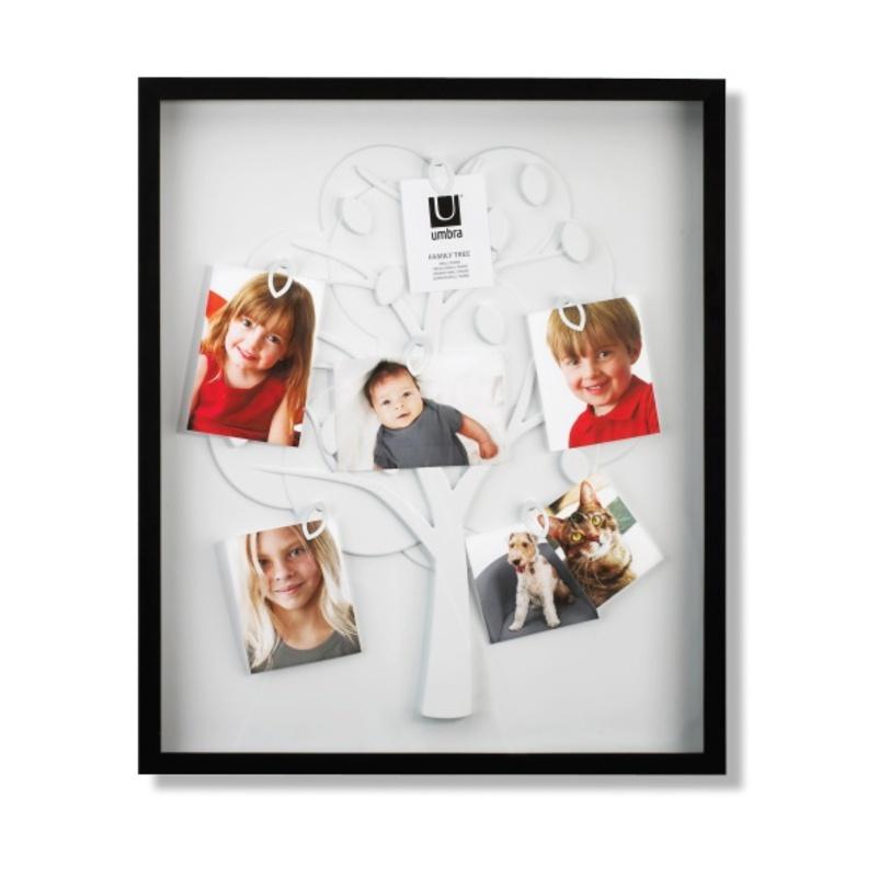 Рамка для фотографийРамки для фотографий<br>Отличный способ поместить фотографии всех членов семьи. Рамка выполнена в виде дерева, лепестки имеют специальные крепления, которые надежно держат фотографии. Можно повесить до 30 различных фото, как разного изображения, так и разного качества и величины. Идеально для декорирования стены в любой комнате, прихожей или гостиной.<br><br>Material: Пластик<br>Width см: 36<br>Depth см: 4<br>Height см: 61