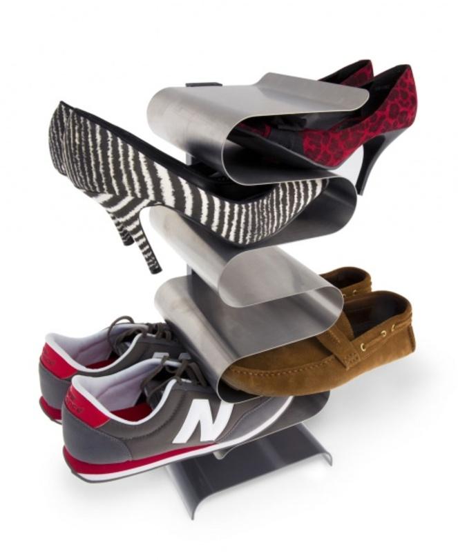 Полка для обуви NestОбувницы<br>Действительно удобный и стильный способ хранения обуви. Лучший вариант не спотыкаться о кроссовки и туфли в прихожей. Плюс – обувь всегда перед глазами – не надо открывать двери, как у обычной обувки, вытаскивать все пары, чтобы определиться, какую выбрать.<br><br>Преимущества:<br>- подходит для женской, мужской и детской обуви<br>- для устойчивости необходимо закрепить на стену с пола (при помощи шурупов в комплекте на кронштейн)<br>- одна полка вмещает до 7 пар обуви<br><br>Material: Металл<br>Ширина см: 21<br>Высота см: 45<br>Глубина см: 20
