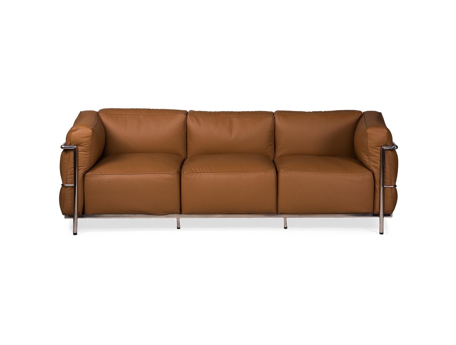 Диван LCТрехместные диваны<br>Клубный кожаный диван с пышными подушками - воплощение современной роскоши.&amp;amp;nbsp;<br><br>Material: Экокожа<br>Ширина см: 208<br>Высота см: 67<br>Глубина см: 70