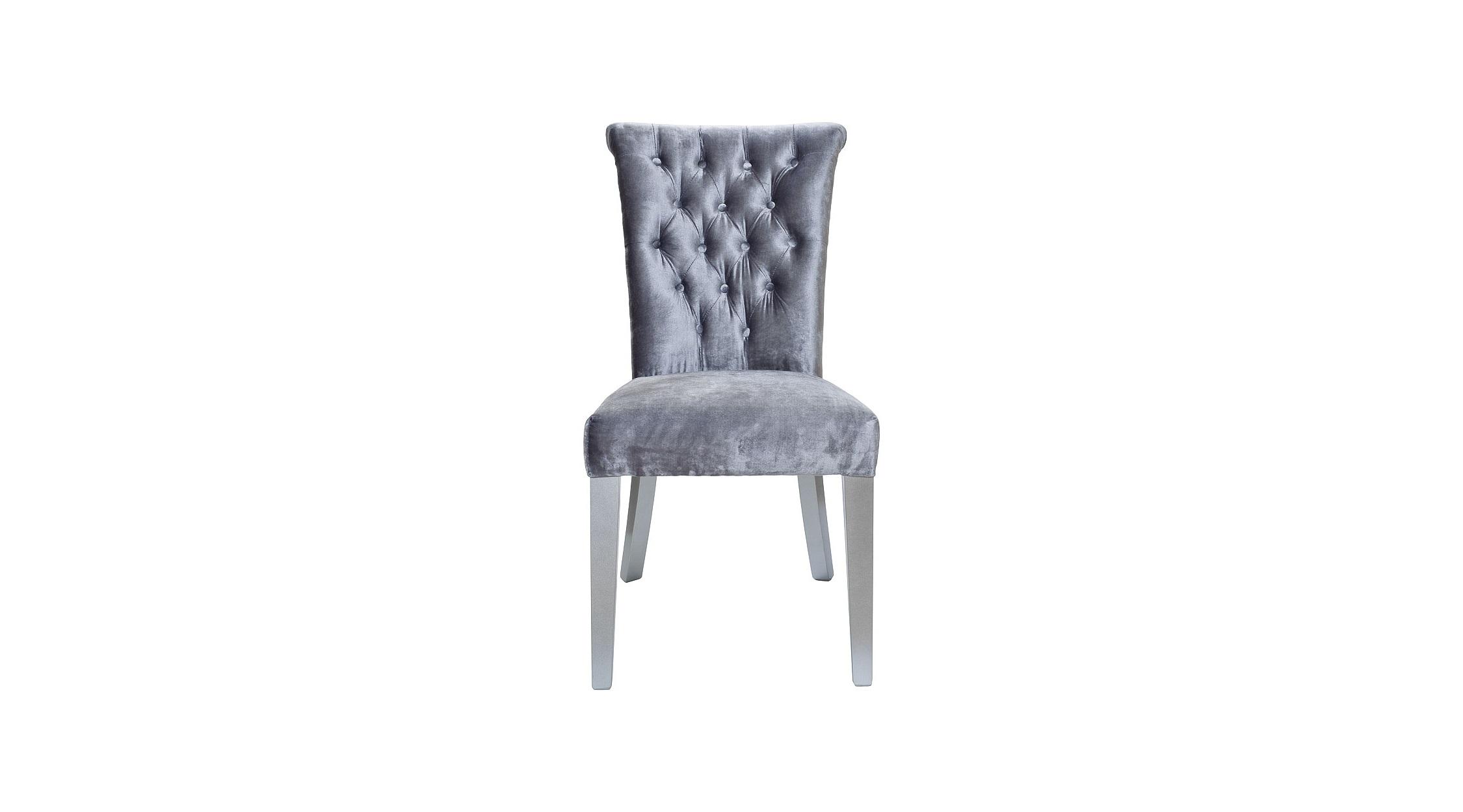 Стул с кольцомОбеденные стулья<br>Такой стул позволит превратить столовую в самую элегантную комнату дома. Фактурный серый бархат, завораживающий своими мягкими &amp;quot;прикосновениями&amp;quot;, дарит классическому силуэту подлинную роскошь. Стяжка капитоне лишь усиливает очарование стиля американской буржуазности. Оригинальное кольцо на спинке придает изюминку традиционному дизайну, добавляя ему винтажный шарм.&amp;lt;div&amp;gt;&amp;lt;br&amp;gt;&amp;lt;/div&amp;gt;&amp;lt;div&amp;gt;Материалы: бархат фактурный серый, деревянные ножки серого цвета.&amp;lt;/div&amp;gt;<br><br>Material: Бархат<br>Ширина см: 57<br>Высота см: 98<br>Глубина см: 52