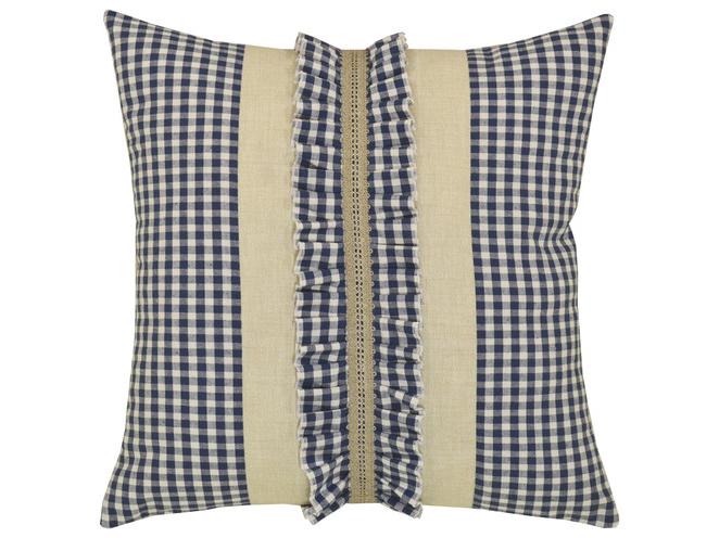 Подушка КантриКвадратные подушки и наволочки<br>Декоративная шикарная  подушка  со съемным чехлом на молнии из хлопка с отделкой  рюшами и кружевом.<br><br>Material: Хлопок<br>Ширина см: 45.0<br>Глубина см: 45.0