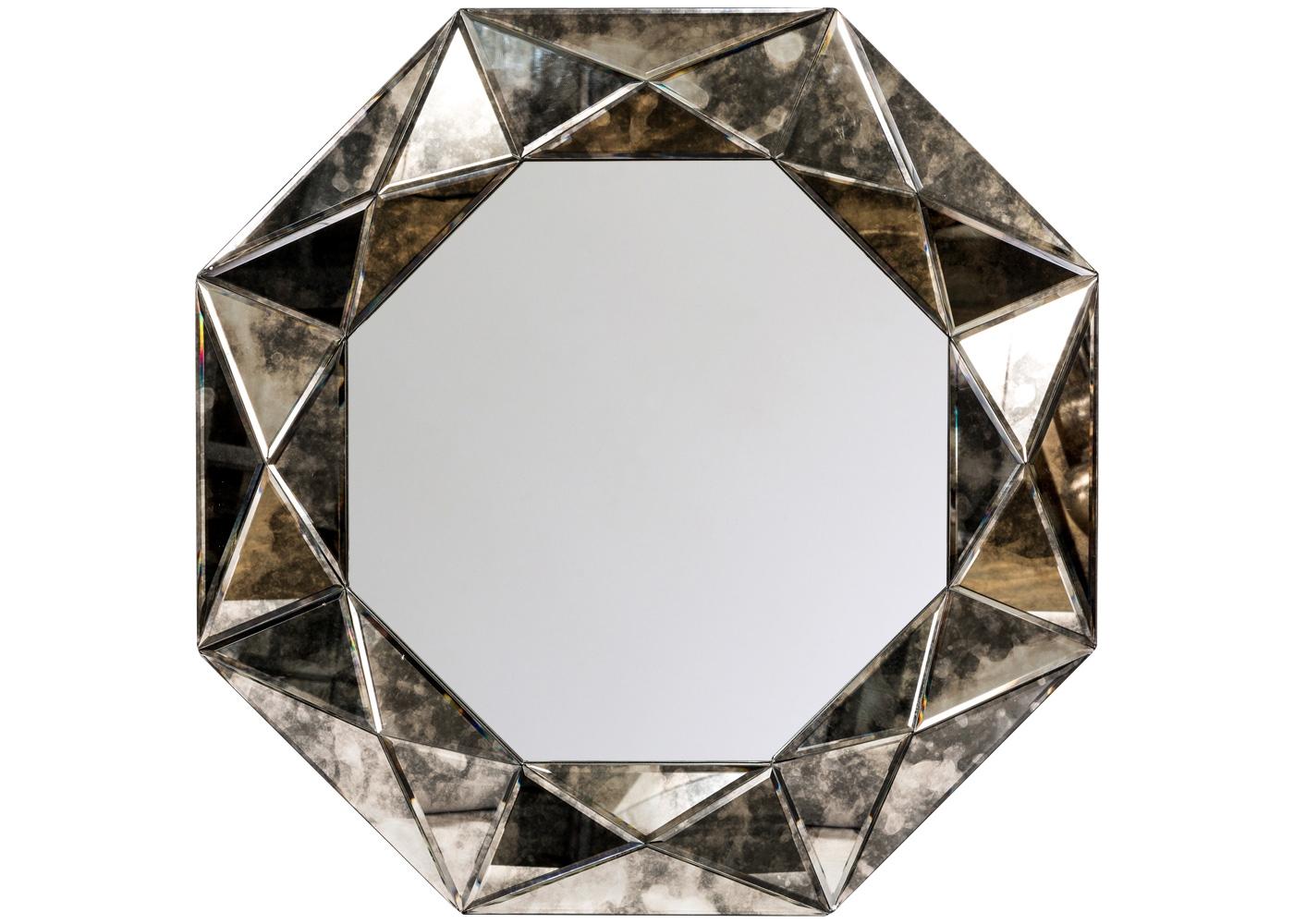 Настенное зеркало «Шелдон»Настенные зеркала<br>Помимо многогранной дизайнерской фантазии, зеркало &amp;quot;Шелдон&amp;quot; заряжено добрым древним символизмом: восьмиугольник (октаэдр) означает равновесие и порядок. Впрочем, это относится и к его визуальным свойствам. В эпосе октаэдр чтится путеводной звездой и знаком Вечности, в геральдике - символом славы и света. Каждая из восьми граней возглавлена пирамидальным рельефом. Глянцевые грани и мраморный раскрас красиво реагируют на освещение, придавая интерьеру глубину, объемность и загадочность.<br><br>Material: Стекло