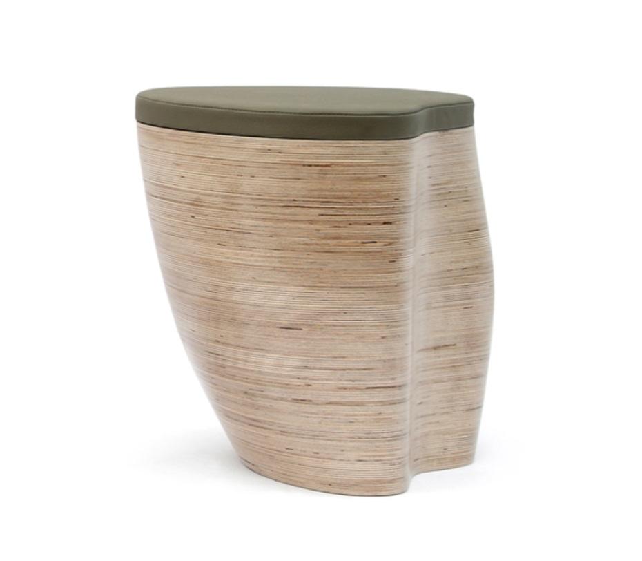 Табурет-ящик CashpotТабуреты<br>Табурет-ящик для ценителей Эко-стиля в интерьере, основание выполнено из дерева с натуральным полосатым узором. Оригинальное сочетание натурального основания и окрашенного в мягкий зеленый цвет кожаного сиденья.<br><br>Материал: березовая фанера, водный лак, поролон, бычья кожа<br>Срок изготовления: 4-5 недель.&amp;amp;nbsp;&amp;lt;div&amp;gt;&amp;lt;span style=&amp;quot;line-height: 37.5374px;&amp;quot;&amp;gt;Варианты отделки: жженая фанерная поверхность.&amp;lt;/span&amp;gt;&amp;lt;/div&amp;gt;&amp;lt;div&amp;gt;&amp;lt;div style=&amp;quot;line-height: 37.5374px;&amp;quot;&amp;gt;&amp;lt;br&amp;gt;&amp;lt;/div&amp;gt;&amp;lt;/div&amp;gt;<br><br>Material: Фанера<br>Ширина см: 54<br>Высота см: 44<br>Глубина см: 45