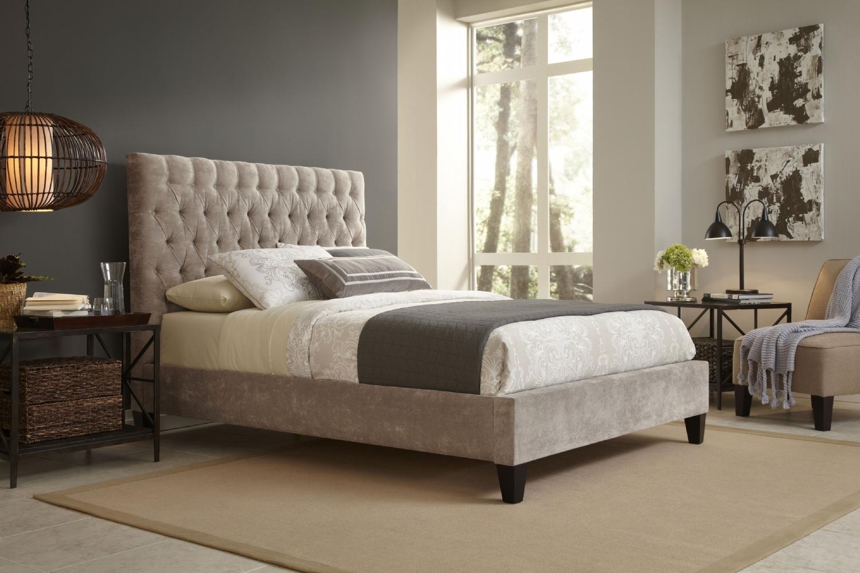 Кровать ReimsКровати с мягким изголовьем<br>&amp;lt;div&amp;gt;Эта классическая кровать впишется практически в любой интерьер, наполнив его теплыми отблесками и уютом. Мягкая обивка светлых тонов и каркас из натурального дуба для ценителей естественных материалов и цветов. А &amp;amp;nbsp;стяжка спинки добавит изящества!&amp;lt;/div&amp;gt;&amp;lt;div&amp;gt;&amp;lt;br&amp;gt;&amp;lt;/div&amp;gt;&amp;lt;div&amp;gt;Размеры спального места:&amp;amp;nbsp;&amp;lt;/div&amp;gt;&amp;lt;div&amp;gt;140*200&amp;amp;nbsp;&amp;lt;/div&amp;gt;&amp;lt;div&amp;gt;160*200 - представлено&amp;amp;nbsp;&amp;lt;/div&amp;gt;&amp;lt;div&amp;gt;180*200&amp;amp;nbsp;&amp;lt;/div&amp;gt;&amp;lt;div&amp;gt;200*200&amp;lt;/div&amp;gt;<br><br>Material: Дуб<br>Ширина см: 170<br>Высота см: 130