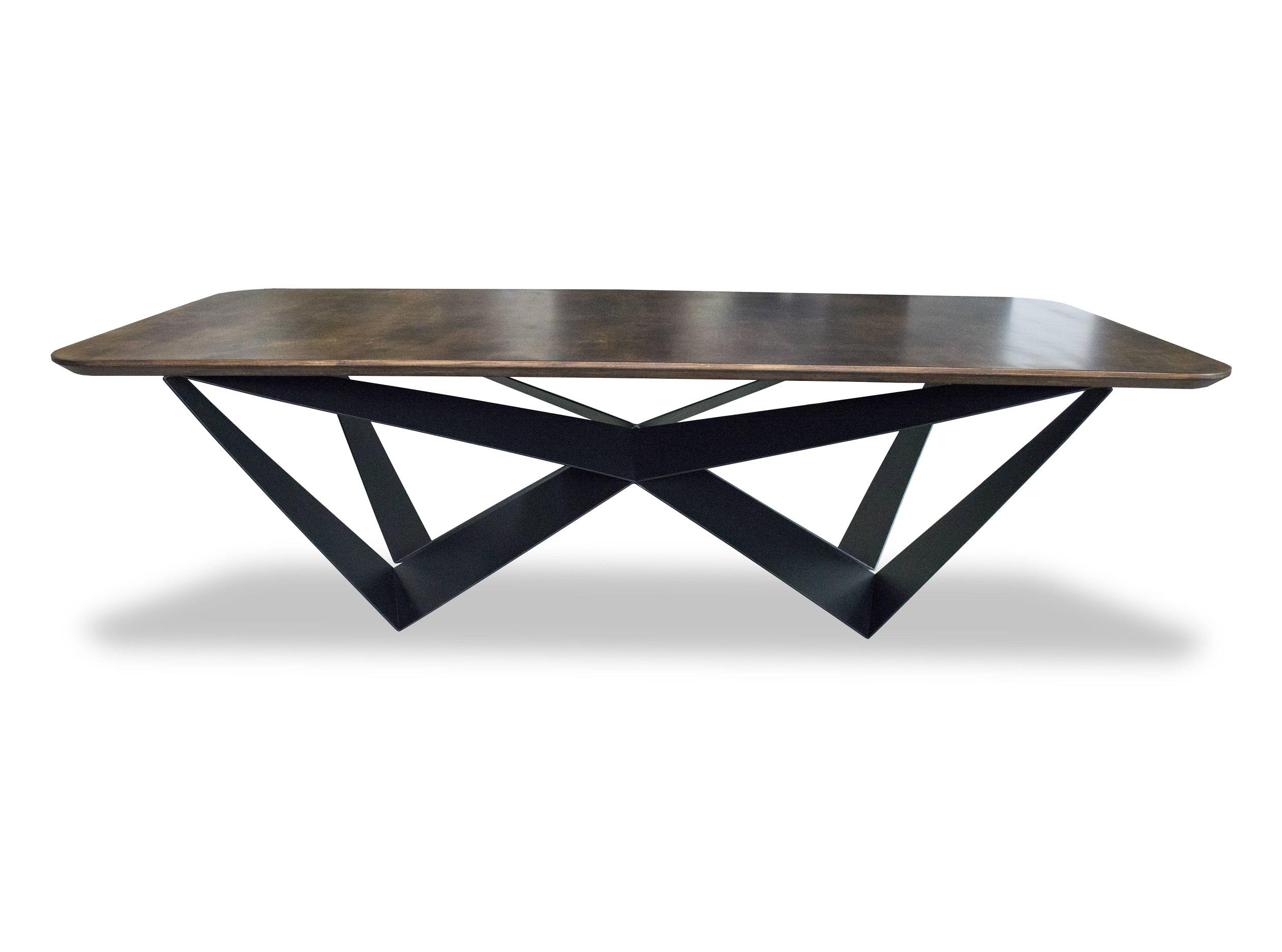 Стол ВutterflyОбеденные столы<br>Столешница покрыта берёзовым шпоном. Такой природный материал поразит глубиной своего рисунка и поможет отобразить истинный характер помещения, выполненного в направлении Loft.<br>Специфичные опоры стола изготовлены из цельного металлического листа.Варианты расцветок: венге, белый<br><br>kit: None<br>gender: None