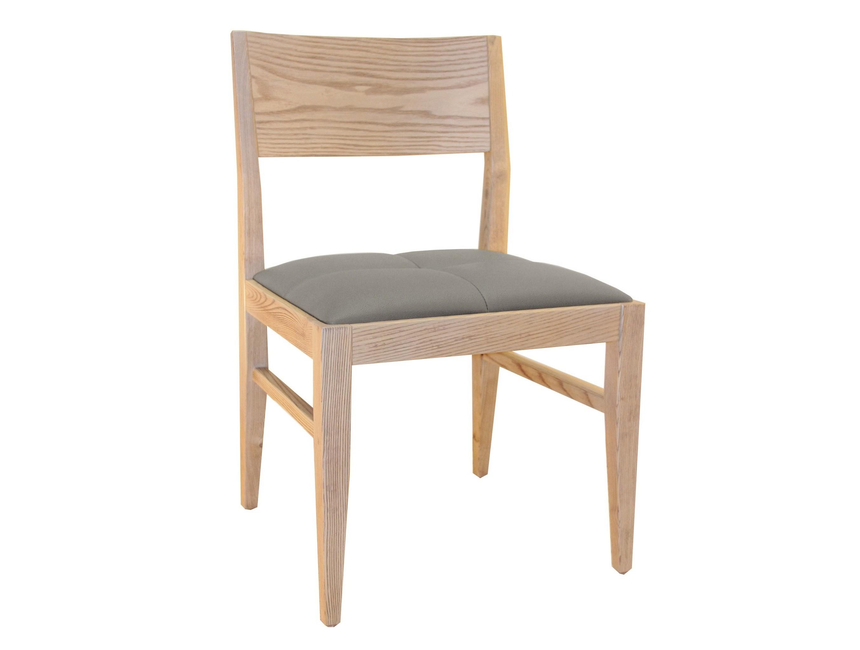 Cтул Lago MaggioreОбеденные стулья<br>Стулья коллекции High Wind представляют собой изысканное сочетание классики и минимализма. Каркас спинки выполнен из дерева, покрытого натуральным шпоном.Представлен в двух вариантах – беленый дуб и дуб тонированный под Venge (венге).<br><br>Material: Дерево<br>Ширина см: 50<br>Высота см: 80<br>Глубина см: 48
