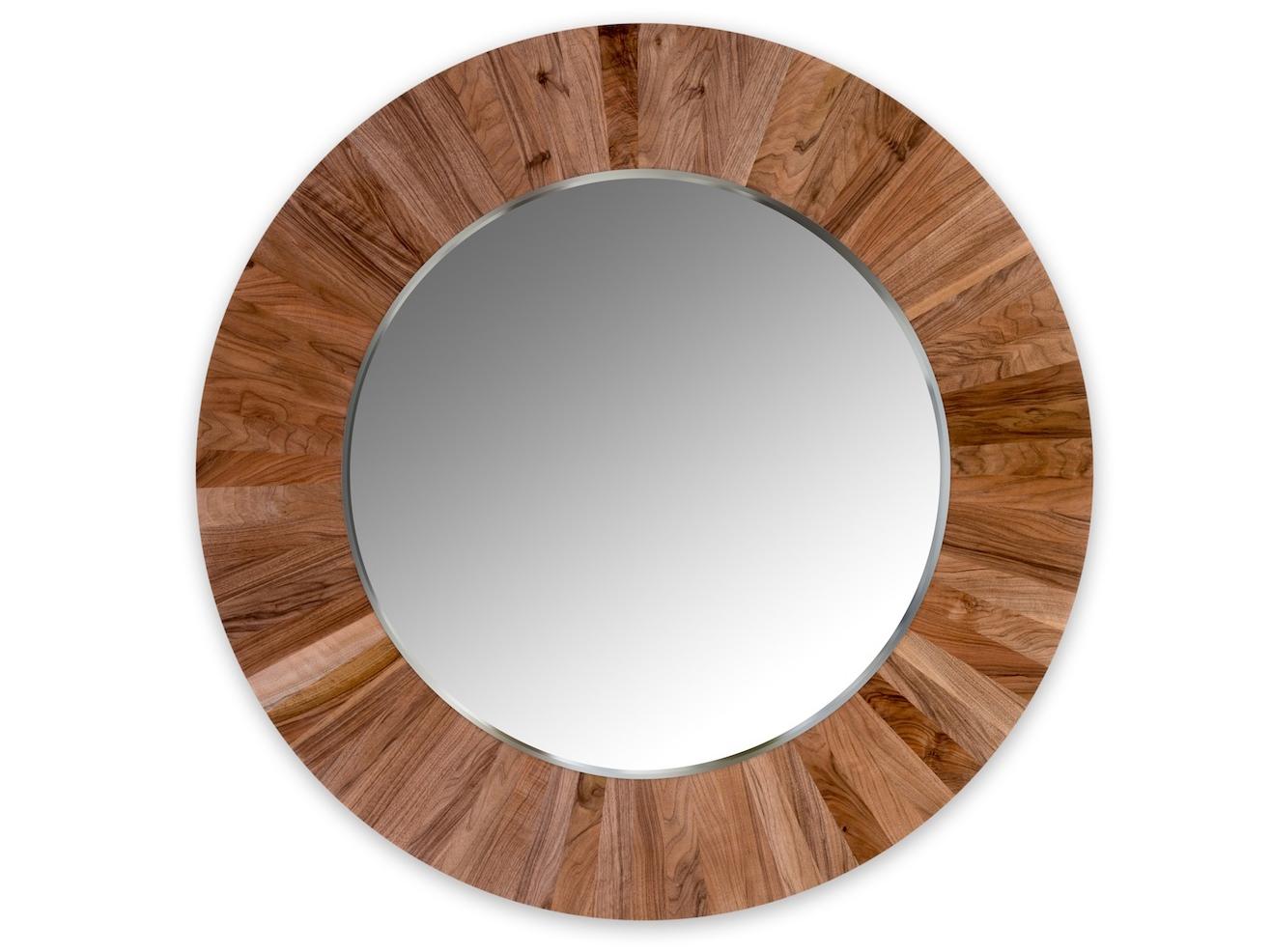 Круглое зеркало LESНастенные зеркала<br>Настенное, круглое зеркало LES не только украсит ваш интерьер, но и привнесёт в него частичку природы. Каждая оправа изготовлена вручную из 72 сегментов массива ореха. Неповторимый рисунок древесины и расположение сегментов, делает каждое зеркало уникальным и единственным в своём роде. Полотно зеркала имеет толщину 4мм и выполнено с фацетом. Оправа имеет естественный цвет ореха и обрабатывается натуральным, экологически-чистым маслом, что не вредит вашему здоровью и защищает оправу от внешних воздействий.<br>Сдержанность и лаконичность дизайна легко позволит вписать зеркало LES в любой интерьер.<br><br>Material: Дерево<br>Глубина см: 4
