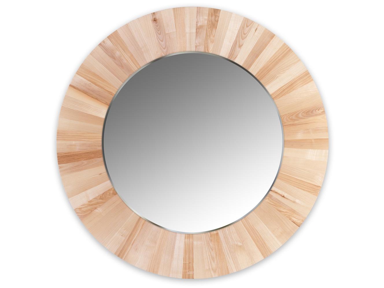 Круглое зеркало LESНастенные зеркала<br>Настенное, круглое зеркало LES не только украсит ваш интерьер, но и привнесёт в него частичку природы. Каждая оправа изготовлена вручную из 72 сегментов массива ясеня. Неповторимый рисунок древесины и расположение сегментов, делает каждое зеркало уникальным и единственным в своём роде. Полотно зеркала имеет толщину 4мм и выполнено с фацетом. Оправа имеет естественный цвет ясеня и обрабатывается натуральным, экологически-чистым маслом, что не вредит вашему здоровью и защищает оправу от внешних воздействий.<br>Сдержанность и лаконичность дизайна легко позволит вписать зеркало LES в любой интерьер.<br><br>Material: Дерево<br>Глубина см: 4