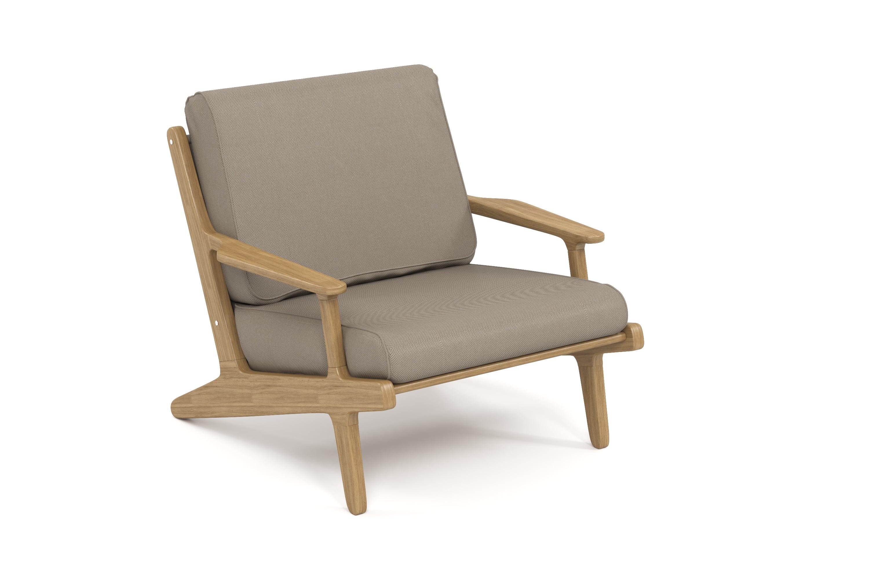 Кресло SeagullКресла для сада<br>&amp;lt;div&amp;gt;Коллекция SEAGULL – воплощение природной простоты и естественного совершенства. Мебель привлекает тёплыми тонами, уникальностью материала и идеальными пропорциями. Стеклянные столешницы обеденных и журнальных столов по цвету гармонируют с тканью подушек, удобные диваны и «утопающие» кресла дарят ощущения спокойствия и комфорта.&amp;amp;nbsp;&amp;lt;/div&amp;gt;&amp;lt;div&amp;gt;Высота посадки:450мм.&amp;amp;nbsp;&amp;lt;/div&amp;gt;&amp;lt;div&amp;gt;&amp;lt;br&amp;gt;&amp;lt;/div&amp;gt;&amp;lt;div&amp;gt;Ироко – экзотическая золотисто-коричневатая/оливково-коричневая древесина с золотистым оттенком. Цвет ироко практически не меняется со временем, немного темнеет и приобретает теплый маслянистый оттенок. По физическим свойствам не уступает тику. Древесина африканского тика не подвержена гниению и воздействию термитов, не требует дополнительной антибактериальной обработки. Мебель из ироко допускает круглогодичную эксплуатацию на открытом воздухе, выдерживает перепады температур от –30 до +30С. Срок службы более 20 лет.&amp;amp;nbsp;&amp;lt;/div&amp;gt;&amp;lt;div&amp;gt;&amp;lt;br&amp;gt;&amp;lt;/div&amp;gt;&amp;lt;div&amp;gt;Sunbrella® – акриловая ткань с водоотталкивающими свойствами от мирового лидера в производстве тканей для яхт.&amp;lt;/div&amp;gt;&amp;lt;div&amp;gt;&amp;lt;br&amp;gt;&amp;lt;/div&amp;gt;<br><br>&amp;lt;iframe width=&amp;quot;530&amp;quot; height=&amp;quot;300&amp;quot; src=&amp;quot;https://www.youtube.com/embed/uL9Kujh07kc&amp;quot; frameborder=&amp;quot;0&amp;quot; allowfullscreen=&amp;quot;&amp;quot;&amp;gt;&amp;lt;/iframe&amp;gt;<br><br>Material: Ироко<br>Ширина см: 86.0<br>Высота см: 80<br>Глубина см: 93