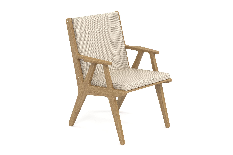 Стул SeagullСтолы и столики для сада<br>&amp;lt;div&amp;gt;Коллекция SEAGULL – воплощение природной простоты и естественного совершенства. Мебель привлекает тёплыми тонами, уникальностью материала и идеальными пропорциями. Стеклянные столешницы обеденных и журнальных столов по цвету гармонируют с тканью подушек, удобные диваны и «утопающие» кресла дарят ощущения спокойствия и комфорта.&amp;amp;nbsp;&amp;lt;/div&amp;gt;&amp;lt;div&amp;gt;Высота посадки:485мм.&amp;amp;nbsp;&amp;lt;/div&amp;gt;&amp;lt;div&amp;gt;&amp;lt;br&amp;gt;&amp;lt;/div&amp;gt;&amp;lt;div&amp;gt;Ироко – экзотическая золотисто-коричневатая/оливково-коричневая древесина с золотистым оттенком. Цвет ироко практически не меняется со временем, немного темнеет и приобретает теплый маслянистый оттенок. По физическим свойствам не уступает тику. Древесина африканского тика не подвержена гниению и воздействию термитов, не требует дополнительной антибактериальной обработки. Мебель из ироко допускает круглогодичную эксплуатацию на открытом воздухе, выдерживает перепады температур от –30 до +30С. Срок службы более 20 лет.&amp;lt;/div&amp;gt;&amp;lt;div&amp;gt;&amp;lt;br&amp;gt;&amp;lt;/div&amp;gt;&amp;lt;div&amp;gt;Sunbrella® – акриловая ткань с водоотталкивающими свойствами от мирового лидера в производстве тканей для яхт. Ткани Sunbrella изготавливаются из окрашиваемого в растворе акрилового волокна. Обработка, препятствующая образованию пятен, защищает ткани Sunbrella, которые допускают машинную стирку и обеспечивают защиту от УФ-лучей. Акриловые волокна, окрашенные в массе – это гарантия исключительной стойкости цвета на протяжении всего срока эксплуатации ткани. Ткани Sunbrella «дышат», что не позволяет образовываться конденсату и препятствует появлению плесени и грибка. Не содержит перфтороктансульфонат. Наполнитель подушек и матрасов – вспененный полиуретан различной степени плотности и жесткости (ППУ), высокообъемный материал холлофайбер различной плотности. Дышащая мембрана Batyline.&amp;amp;nbsp;&amp