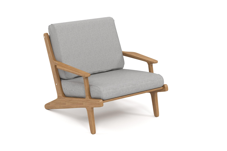 Кресло SeagullКресла для сада<br>&amp;lt;div&amp;gt;Коллекция SEAGULL – воплощение природной простоты и естественного совершенства. Мебель привлекает тёплыми тонами, уникальностью материала и идеальными пропорциями. Стеклянные столешницы обеденных и журнальных столов по цвету гармонируют с тканью подушек, удобные диваны и «утопающие» кресла дарят ощущения спокойствия и комфорта.&amp;amp;nbsp;&amp;lt;/div&amp;gt;&amp;lt;div&amp;gt;Высота посадки:450мм.&amp;amp;nbsp;&amp;lt;/div&amp;gt;&amp;lt;div&amp;gt;&amp;lt;br&amp;gt;&amp;lt;/div&amp;gt;&amp;lt;div&amp;gt;Тик – прочная и твердая древесина, относится к ценным породам. Имеет темно-золотистый цвет и сохраняет его на протяжении очень длительного срока. Со временем приобретает благородный темно-серый или темно-коричневый цвет. Благодаря высокому содержанию природных масел, обладает высокой стойкостью против гниения, кислот и щелочей, не вызывает коррозию металлов. Тик содержит кислоты кремния и танина, придающие материалу стойкость к воздействию вредных внешних факторов. Древесина тика не подвержена воздействию термитов, не требует дополнительной антибактериальной обработки. Мебель из тика допускает круглогодичную эксплуатацию на открытом воздухе, выдерживает перепады температур от –30 до +30С. Срок службы более 25 лет.&amp;amp;nbsp;&amp;lt;/div&amp;gt;&amp;lt;div&amp;gt;&amp;lt;br&amp;gt;&amp;lt;/div&amp;gt;&amp;lt;div&amp;gt;Sunbrella® – акриловая ткань с водоотталкивающими свойствами от мирового лидера в производстве тканей для яхт. Ткани Sunbrella изготавливаются из окрашиваемого в растворе акрилового волокна. Обработка, препятствующая образованию пятен, защищает ткани Sunbrella, которые допускают машинную стирку и обеспечивают защиту от УФ-лучей. Акриловые волокна, окрашенные в массе – это гарантия исключительной стойкости цвета на протяжении всего срока эксплуатации ткани. Ткани Sunbrella «дышат», что не позволяет образовываться конденсату и препятствует появлению плесени и грибка. Не содержит перфтороктансульфо