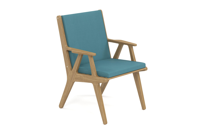 Стул SeagullСтулья для сада<br>&amp;lt;div&amp;gt;Коллекция SEAGULL – воплощение природной простоты и естественного совершенства. Мебель привлекает тёплыми тонами, уникальностью материала и идеальными пропорциями. Стеклянные столешницы обеденных и журнальных столов по цвету гармонируют с тканью подушек, удобные диваны и «утопающие» кресла дарят ощущения спокойствия и комфорта.&amp;amp;nbsp;&amp;lt;/div&amp;gt;&amp;lt;div&amp;gt;Высота посадки:485мм.&amp;amp;nbsp;&amp;lt;/div&amp;gt;&amp;lt;div&amp;gt;&amp;lt;br&amp;gt;&amp;lt;/div&amp;gt;&amp;lt;div&amp;gt;Ироко – экзотическая золотисто-коричневатая/оливково-коричневая древесина с золотистым оттенком. Цвет ироко практически не меняется со временем, немного темнеет и приобретает теплый маслянистый оттенок. По физическим свойствам не уступает тику. Древесина африканского тика не подвержена гниению и воздействию термитов, не требует дополнительной антибактериальной обработки. Мебель из ироко допускает круглогодичную эксплуатацию на открытом воздухе, выдерживает перепады температур от –30 до +30С. Срок службы более 20 лет.&amp;lt;/div&amp;gt;&amp;lt;div&amp;gt;&amp;lt;br&amp;gt;&amp;lt;/div&amp;gt;&amp;lt;div&amp;gt;Sunbrella® – акриловая ткань с водоотталкивающими свойствами от мирового лидера в производстве тканей для яхт. Ткани Sunbrella изготавливаются из окрашиваемого в растворе акрилового волокна. Обработка, препятствующая образованию пятен, защищает ткани Sunbrella, которые допускают машинную стирку и обеспечивают защиту от УФ-лучей. Акриловые волокна, окрашенные в массе – это гарантия исключительной стойкости цвета на протяжении всего срока эксплуатации ткани. Ткани Sunbrella «дышат», что не позволяет образовываться конденсату и препятствует появлению плесени и грибка. Не содержит перфтороктансульфонат. Наполнитель подушек и матрасов – вспененный полиуретан различной степени плотности и жесткости (ППУ), высокообъемный материал холлофайбер различной плотности. Дышащая мембрана Batyline.&amp;amp;nbsp;&amp;lt;/div&