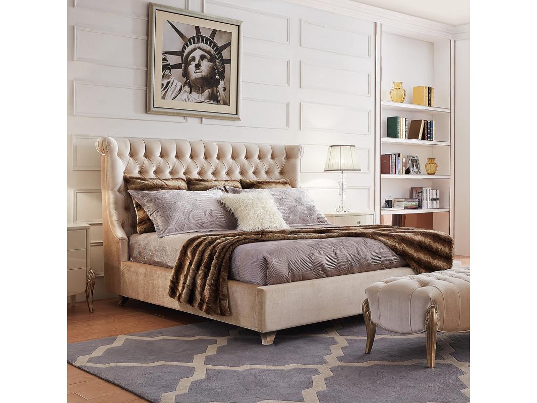 Кровать RomaКровати с мягким изголовьем<br>Кровать с решеткой на низких ножках.&amp;amp;nbsp;&amp;lt;div&amp;gt;&amp;lt;br&amp;gt;&amp;lt;/div&amp;gt;&amp;lt;div&amp;gt;Высокое изогнутое изголовье декорировано стежкой капитоне.&amp;amp;nbsp;&amp;lt;/div&amp;gt;&amp;lt;div&amp;gt;Ножки покрыты сусальным серебром.&amp;amp;nbsp;&amp;lt;/div&amp;gt;&amp;lt;div&amp;gt;Размер спального места 180*200 см.&amp;amp;nbsp;&amp;lt;br&amp;gt;&amp;lt;/div&amp;gt;&amp;lt;div&amp;gt;&amp;lt;br&amp;gt;&amp;lt;/div&amp;gt;&amp;lt;div&amp;gt;Поставляется без матраса и без постельных принадлежностей.&amp;lt;br&amp;gt;&amp;lt;/div&amp;gt;<br><br>Material: Текстиль<br>Ширина см: 201<br>Высота см: 144<br>Глубина см: 222