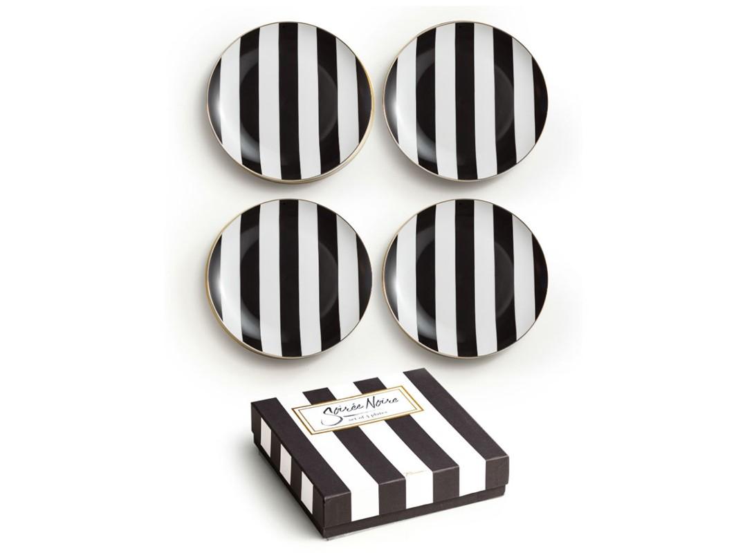 Набор тарелок Noire plates (4 шт)Тарелки<br>Погрузитесь в смелую  изысканность  Парижа с коллекцией &amp;quot;Soiree Noire&amp;quot;. В основе серии — посуда из настоящего фарфора, который дополняет золото, поэтому дизайн выглядит необычно и привлекательно. Каждый предмет коллекции упакован в свою фирменную коробку с отдельным дизайном, что еще сильнее подчеркивает особенность этой серии.&amp;amp;nbsp;<br><br>Material: Фарфор<br>Высота см: 3
