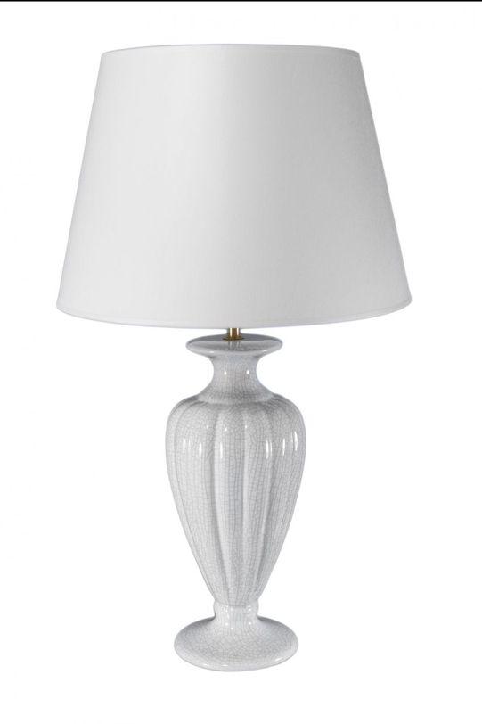 Лампа Classic CollectionДекоративные лампы<br>Лампа из Порутгалии полностью соответствует своему названию - Classic Collection. Керамическое основание в виде античной вазы белого цвета, белый же абажур придают светильнику простоту и изящество. Идеален для спальни или гостиной, оформленной в классическом или современном эклектичном стиле.&amp;lt;div&amp;gt;&amp;lt;br&amp;gt;&amp;lt;/div&amp;gt;&amp;lt;div&amp;gt;&amp;lt;div&amp;gt;Вид цоколя: E27&amp;lt;/div&amp;gt;&amp;lt;div&amp;gt;Мощность: 60W&amp;lt;/div&amp;gt;&amp;lt;div&amp;gt;Количество ламп: 1&amp;lt;/div&amp;gt;&amp;lt;/div&amp;gt;<br><br>Material: Керамика<br>Length см: None<br>Width см: 35.0<br>Depth см: None<br>Height см: 60.0<br>Diameter см: None