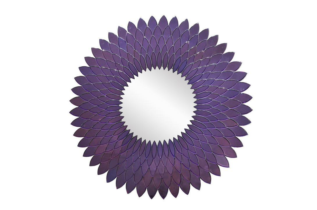 ЗеркалоНастенные зеркала<br>Настенное зеркало в форме подсолнуха станет украшением ванной комнаты или будуара во французском стиле. Не только форма, но и красивый насыщенный фиолетовый оттенок будет радовать глаз.<br><br>kit: None<br>gender: None