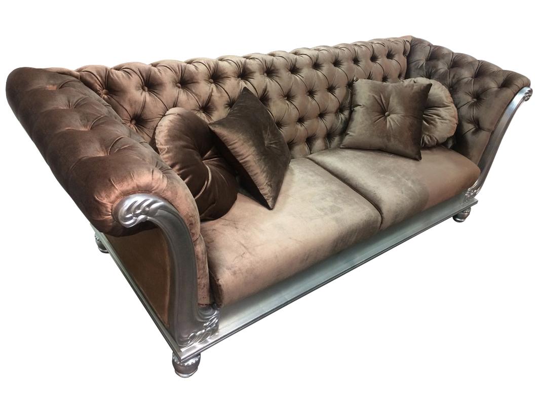Диван VenezaТрехместные диваны<br>Мы предлагаем шикарный трехместный диван, который отлично впишется в  классический интерьер. Для создания этого мебельного шедевра производители использовали материалы высокого качества.&amp;amp;nbsp;&amp;lt;div&amp;gt;&amp;lt;br&amp;gt;&amp;lt;/div&amp;gt;&amp;lt;div&amp;gt;Обит велюром шоколадного цвета.&amp;amp;nbsp;&amp;lt;/div&amp;gt;&amp;lt;div&amp;gt;Удобно выгнутая спинка дивана оформлена декоративной стежкой - капитоне.&amp;lt;div&amp;gt;Ножки и основание в отделке сусальное серебро.&amp;amp;nbsp;&amp;lt;br&amp;gt;&amp;lt;/div&amp;gt;&amp;lt;div&amp;gt;&amp;lt;div&amp;gt;В комплект входят 4 подушки: 2 круглые, 2 квадратные.&amp;lt;br&amp;gt;&amp;lt;/div&amp;gt;&amp;lt;/div&amp;gt;&amp;lt;/div&amp;gt;<br><br>Material: Велюр<br>Ширина см: 235.0<br>Высота см: 98.0<br>Глубина см: 90.0