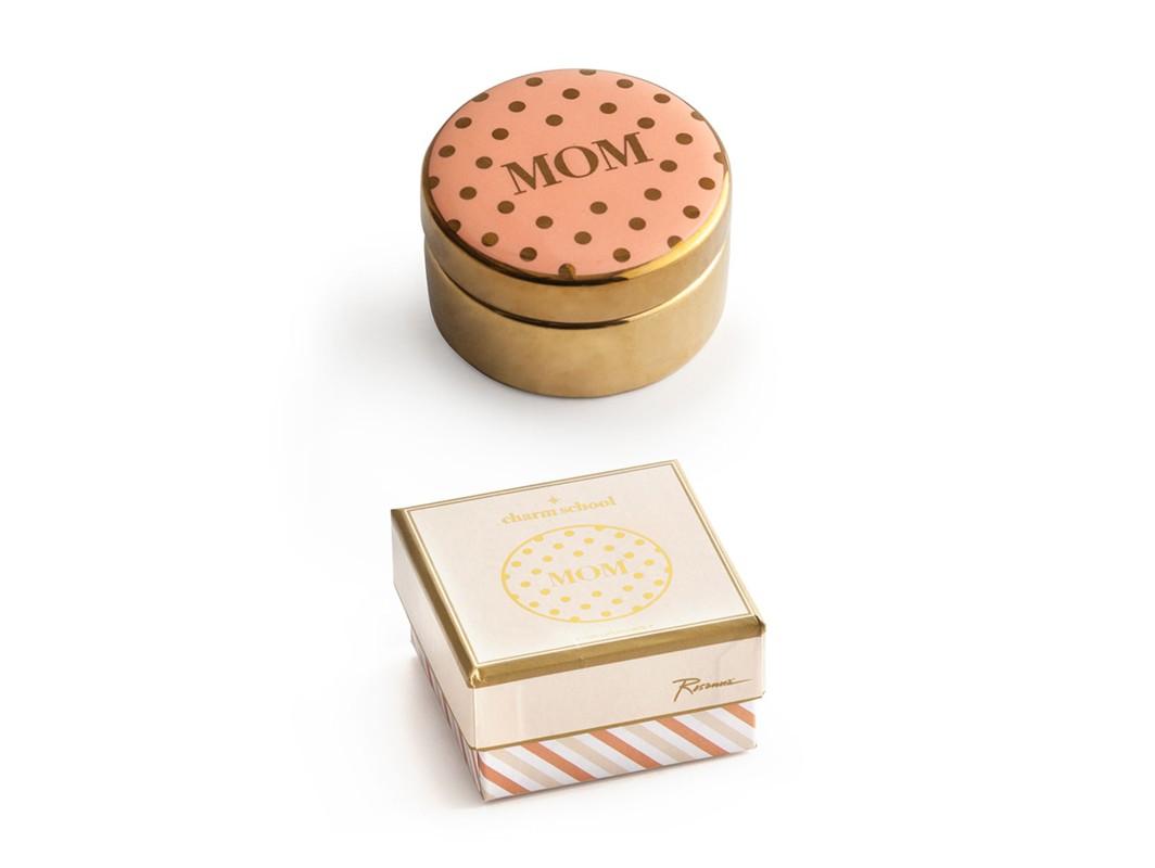 Декоративная коробочка с крышкой MomШкатулки<br>Милейшие маленькие коробочки для воспоминаний из коллекции &amp;quot;Charm School&amp;quot; оживят самые приятные моменты. В основе серии — посуда из настоящего фарфора, который дополняет золото, поэтому дизайн выглядит необычно и привлекательно.  Каждый предмет коллекции упакован в свою фирменную коробку с отдельным дизайном, что еще сильнее подчеркивает особенность этой серии.<br><br>Material: Фарфор<br>Высота см: 3