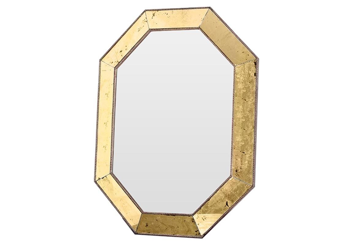 Зеркало Aristocrat GoldНастенные зеркала<br>Эксклюзивное зеркало ручной работы выполнено в форме роскошного бриллианта. Над его созданием кропотливо трудились руки самых искусных мастеров. Благодаря гармоничному сочетанию классического и поталевого зеркал, обыкновенный предмет интерьера превратился в настоящее произведение искусства. Оно идеально дополнит интерьер прихожей, а также станет центральным элементом в оформлении гостиной или спальни хозяев дома.<br><br>Material: Гранит<br>Ширина см: 64.0<br>Высота см: 85.0<br>Глубина см: 5.0