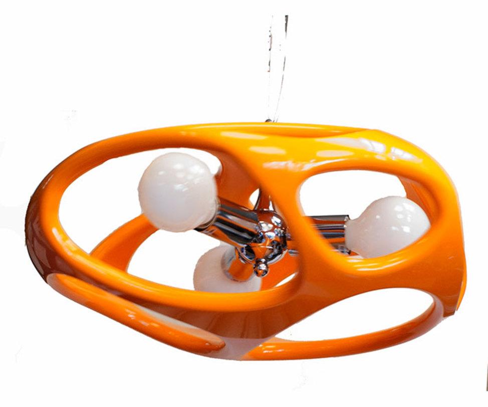 Светильник TimonПодвесные светильники<br>Светильник обтекаемой формы выполнен из акрила разных цветов.<br>Тип цоколя:E27 3X60W<br>Цвет: белый, красный, черный, оранжевый<br>Макс. Ватт:60W<br>Способ крепления: Монтажная пластина<br><br>Material: Пластик<br>Height см: 120<br>Diameter см: 50