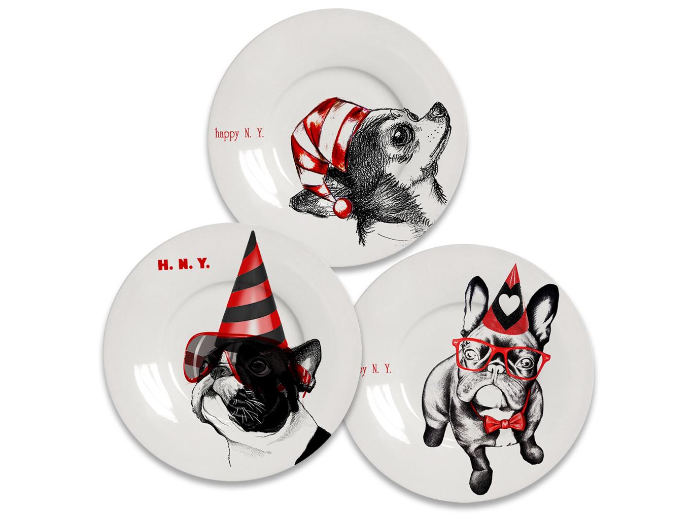 Комплект  тарелок Новогодний щенок (3 шт.)Тарелки<br>(в наборе 3 тарелки - разные изображения) Декоративная тарелка, с праздничным изображением символа нового года. Трогательные щенки исполнены в тренде современного гламура. Выполна из костяного фарфора.<br><br>Material: Фарфор