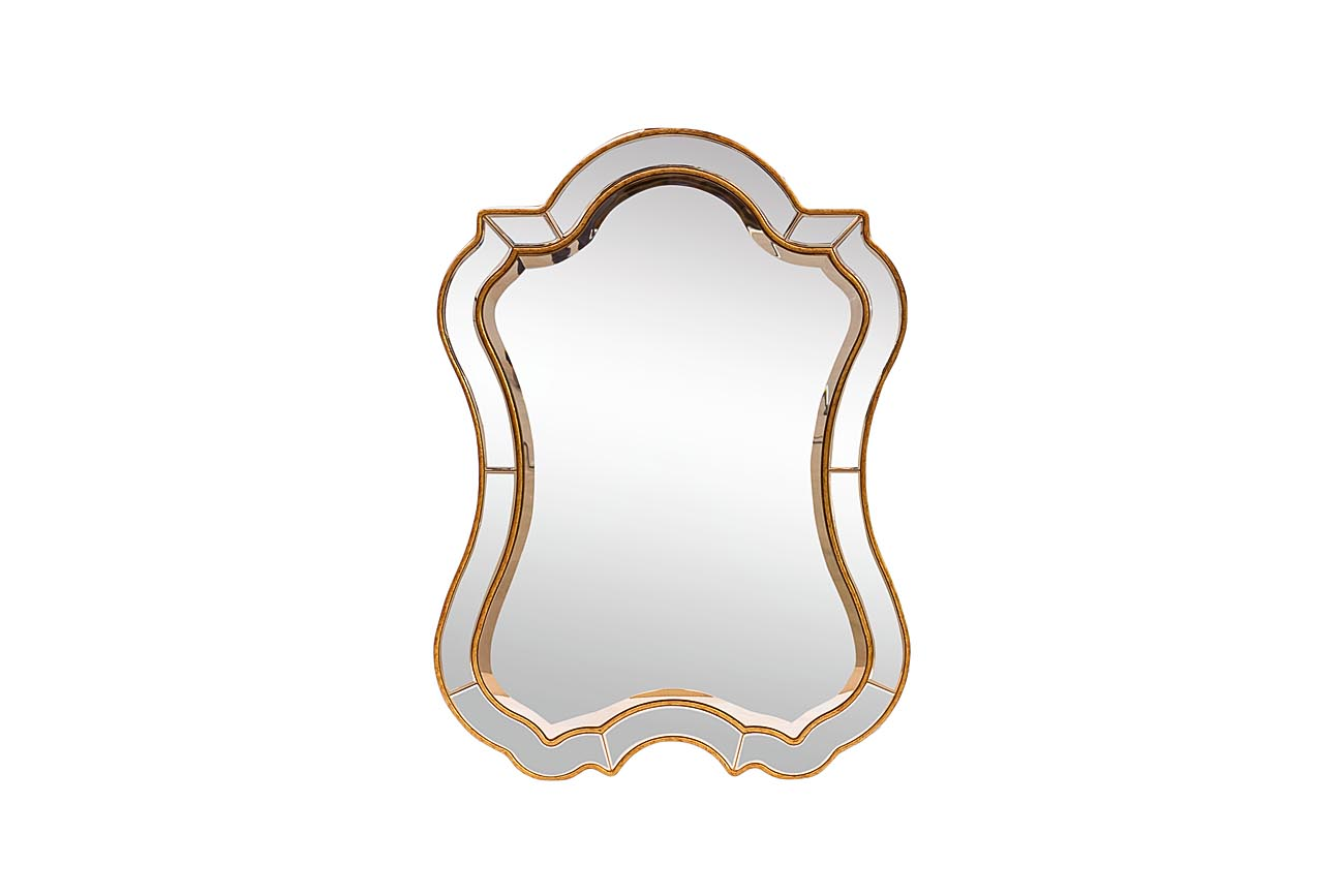 ЗеркалоНастенные зеркала<br>Центральное зеркало размером 88 х 60,1 см.&amp;lt;div&amp;gt;Материал: МДФ, стекло, металлические части.&amp;lt;br&amp;gt;&amp;lt;/div&amp;gt;<br><br>Material: МДФ<br>Ширина см: 74.0<br>Высота см: 102.0