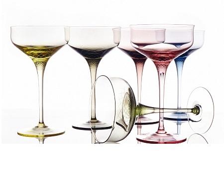 Набор креманок для шампанского Sera-IridaБокалы<br>Sera - Irida - это вызов 21 веку и дань традициям, ведь цветной хрусталь сейчас почти не используется для создания бокалов. Уникальность коллекции - ручное литье и &amp;quot;алмазная огранка&amp;quot; - сложнейшая технология производства, где для получения нужного оттенка в хрусталь добавляют оксиды металлов, а процесс изготовления держится в секрете.&amp;amp;nbsp;<br><br>Material: Хрусталь<br>Высота см: 18.5