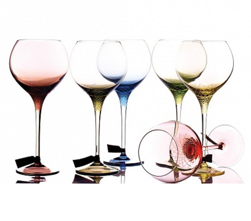 Набор бокалов для красного винаSera-IridaБокалы<br>Sera - Irida - это вызов 21 веку и дань традициям, ведь цветной хрусталь сейчас почти не используется для создания бокалов. Уникальность коллекции - ручное литье и &amp;quot;алмазная огранка&amp;quot; - сложнейшая технология производства, где для получения нужного оттенка в хрусталь добавляют оксиды металлов, а процесс изготовления держится в секрете.&amp;amp;nbsp;&amp;lt;div&amp;gt;&amp;lt;br&amp;gt;&amp;lt;/div&amp;gt;&amp;lt;div&amp;gt;Набор бокалов для красного вина (6 шт.)&amp;lt;/div&amp;gt;<br><br>Material: Хрусталь<br>Высота см: 27.5