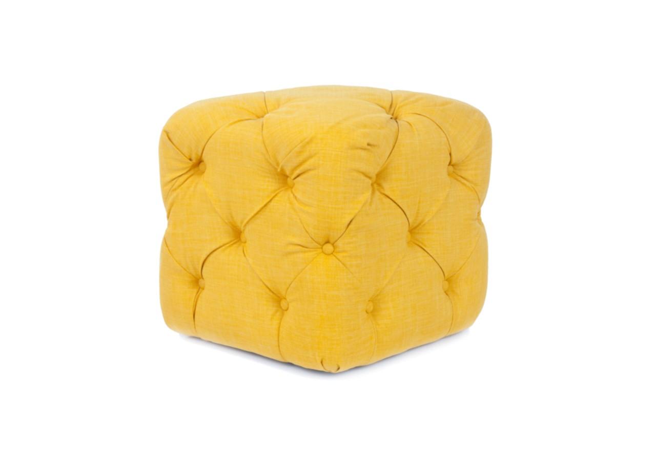Пуф AmritФорменные пуфы<br>Пуфик Amrit квадратной формы. У него объемное, пышное сидение, декорированное мебельными пуговицами. Поверхность пуфика полностью обтянута тканью. Это изделие с легкостью впишется в любой интерьер!<br><br>Material: Лен<br>Ширина см: 42<br>Высота см: 42<br>Глубина см: 42