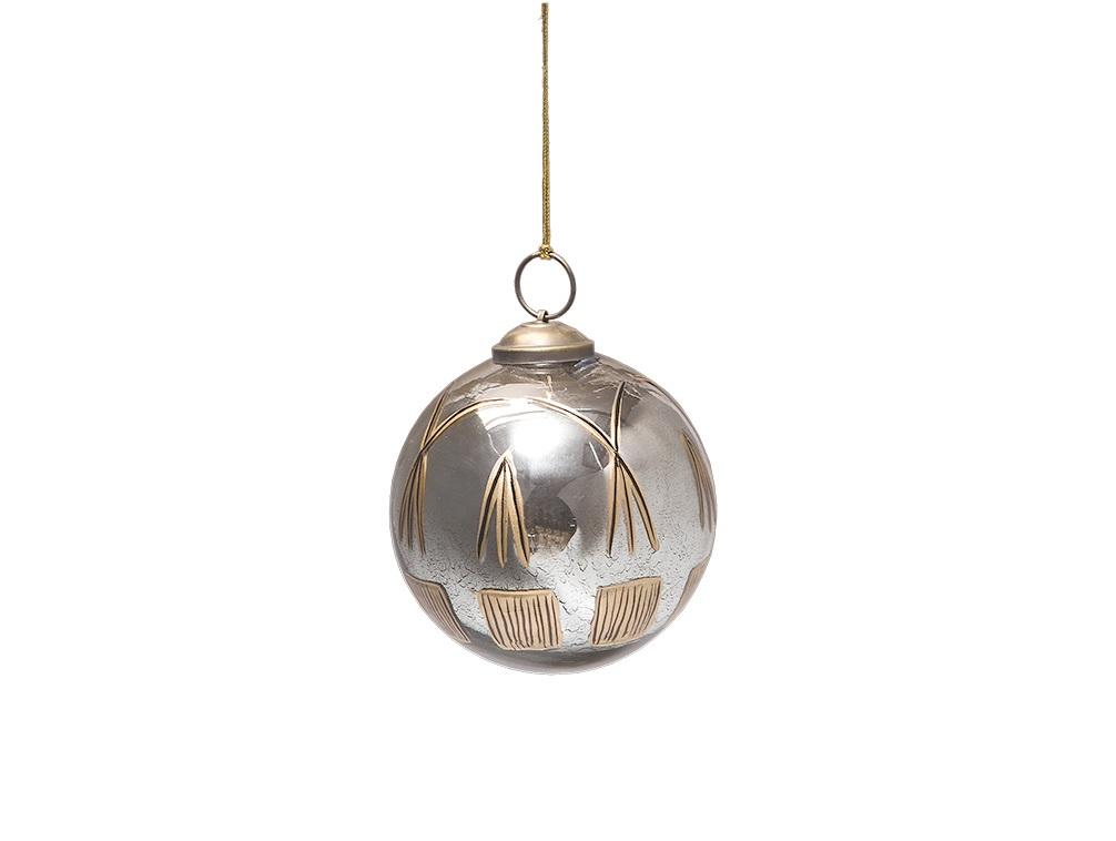 Елочная игрушка Шар серебряныйНовогодние игрушки<br>Елочная игрушка &amp;quot;Шар серебряный&amp;quot; от французского бренда Mis En Demeure украсит любую новогоднюю елку.&amp;amp;nbsp;&amp;lt;div&amp;gt;В комплекте 1 штука.&amp;lt;/div&amp;gt;<br><br>Material: Стекло<br>Высота см: 10.0