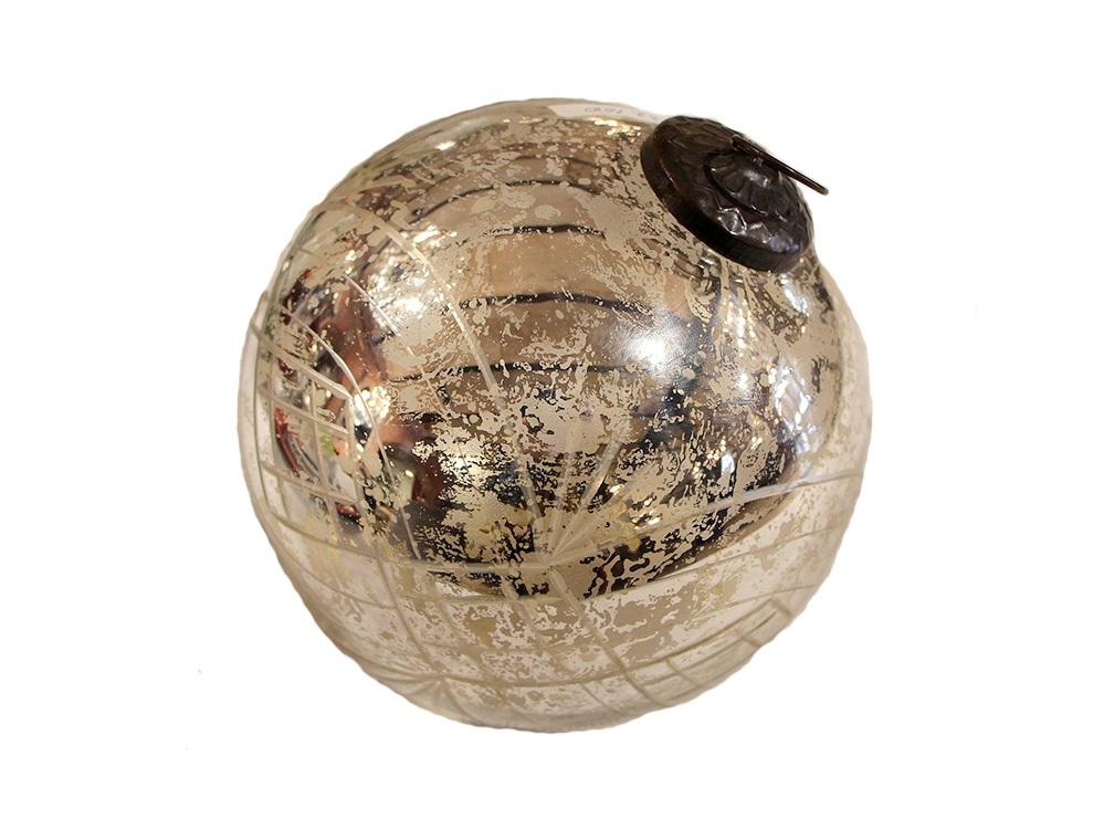 Елочная игрушка Шар XmasНовогодние игрушки<br>Елочная игрушка &amp;quot;Шар Xmas&amp;quot; от французского бренда Chehoma украсит любую новогоднюю елку.&amp;lt;div&amp;gt;&amp;amp;nbsp;В комплекте 1 штука.&amp;lt;/div&amp;gt;<br><br>Material: Стекло<br>Высота см: 15.0